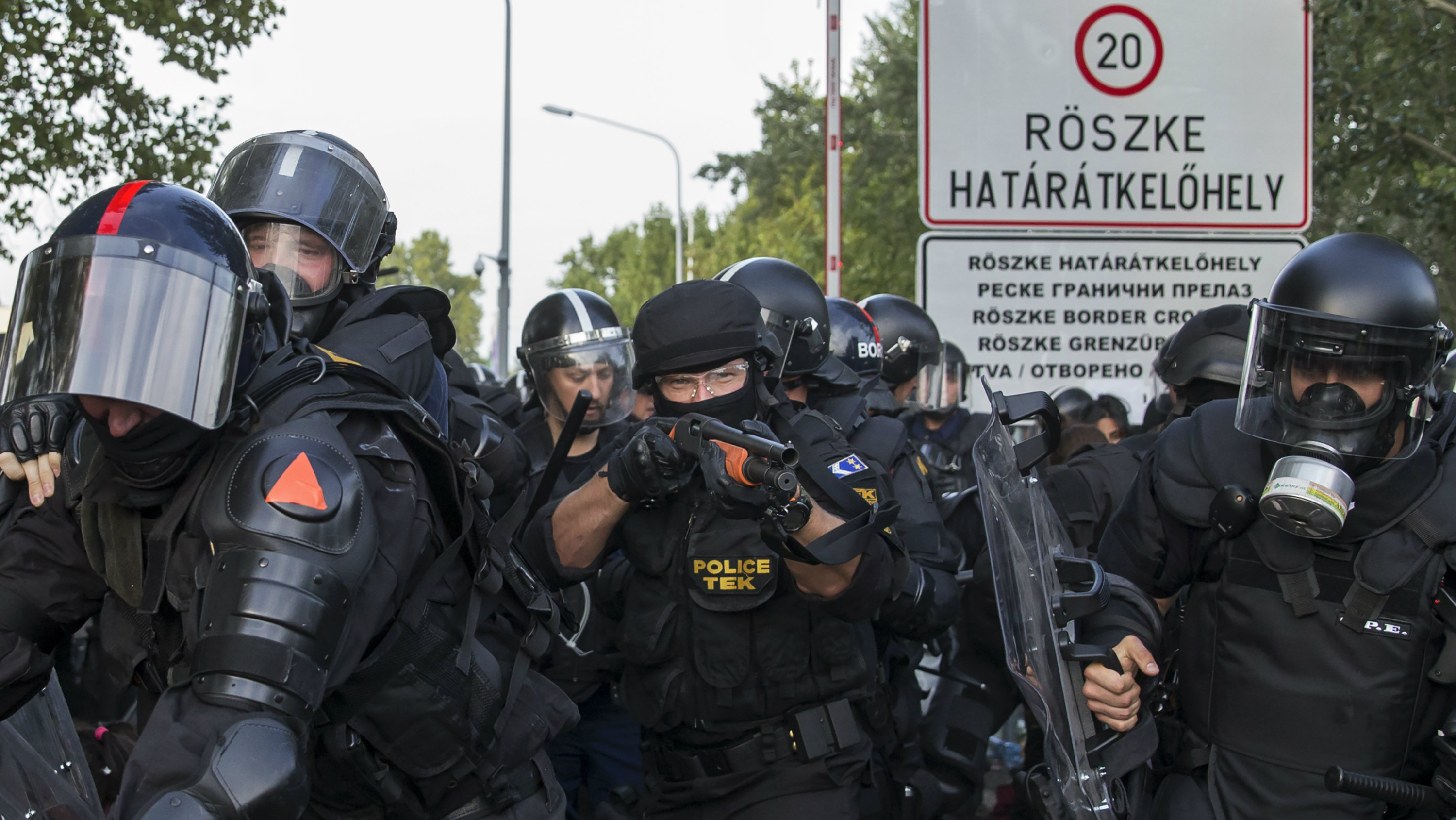 Hungarian riot police fight migrants at the border crossing with Serbia in Roszke, Hungary September 16, 2015.