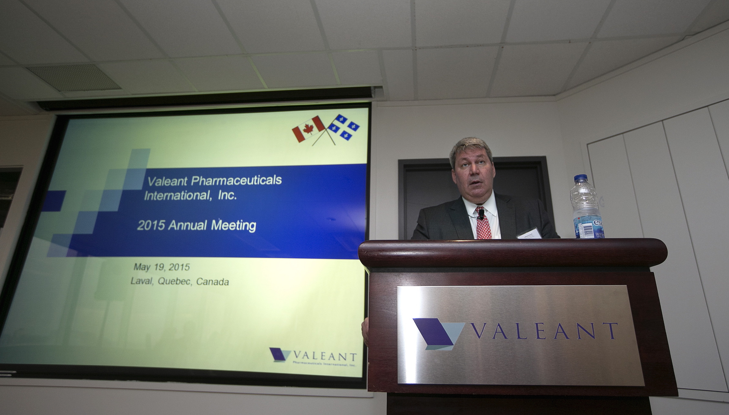 Michael Pearson, chairman of the board and chief executive officer of Valeant Pharmaceuticals International Inc., speaks during their annual general meeting in Laval, Quebec May 19, 2015.   REUTERS/Christinne Muschi  - RTX1DN6X