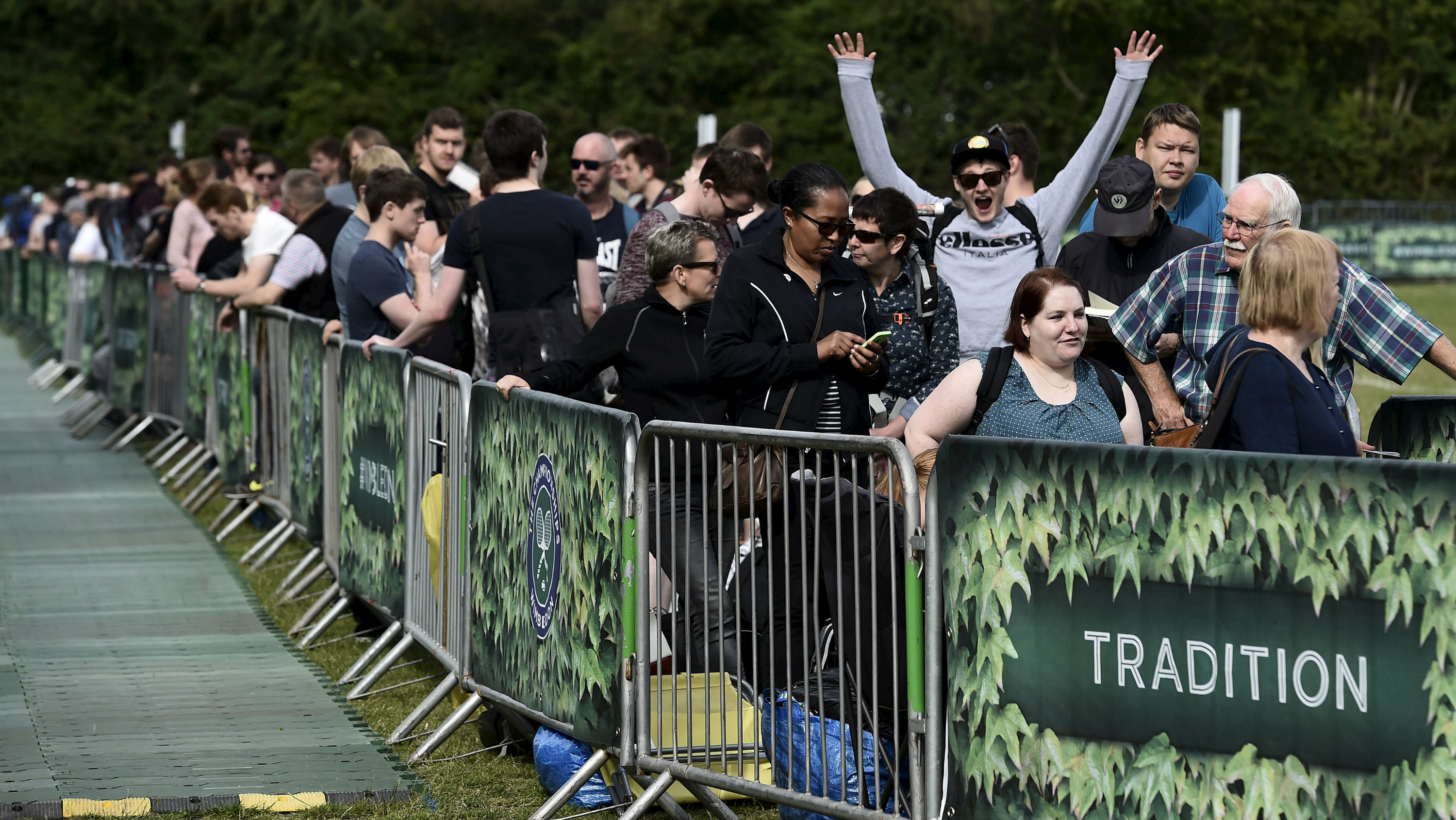 Tennis fans wait in the ticket queue at Wimbledon in London June 28, 2015.