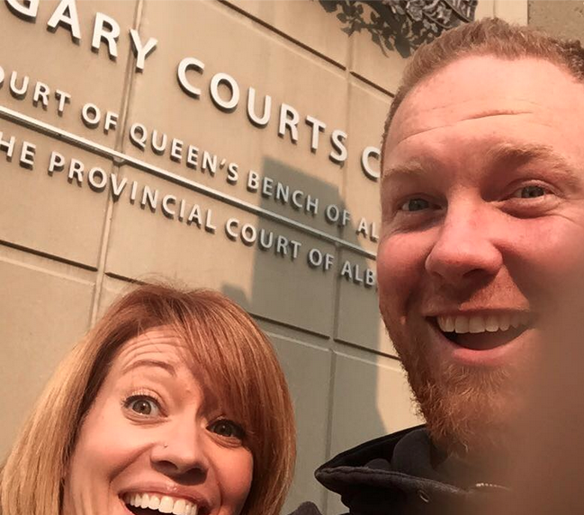 Shannon and Chris Neuman pose for a divorce selfie