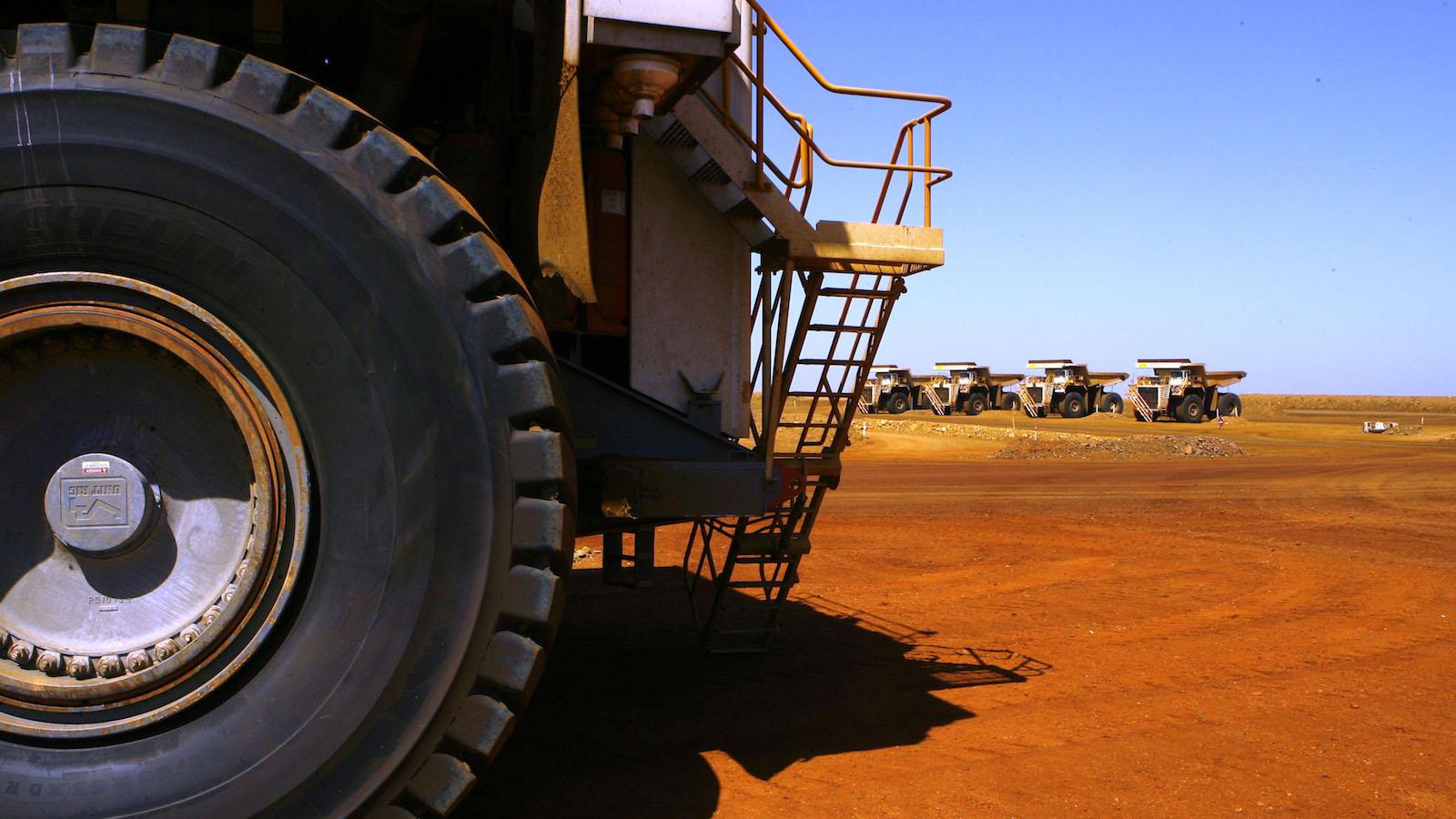 Mining giant Rio Tinto using driverless trucks at its mines |Rio Tinto Mine Truck Wrecks