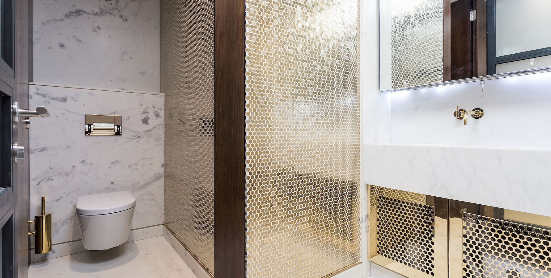 An Office With Gold Toilets And Champagne On Demand What Hedge Fund Could Refuse Quartz