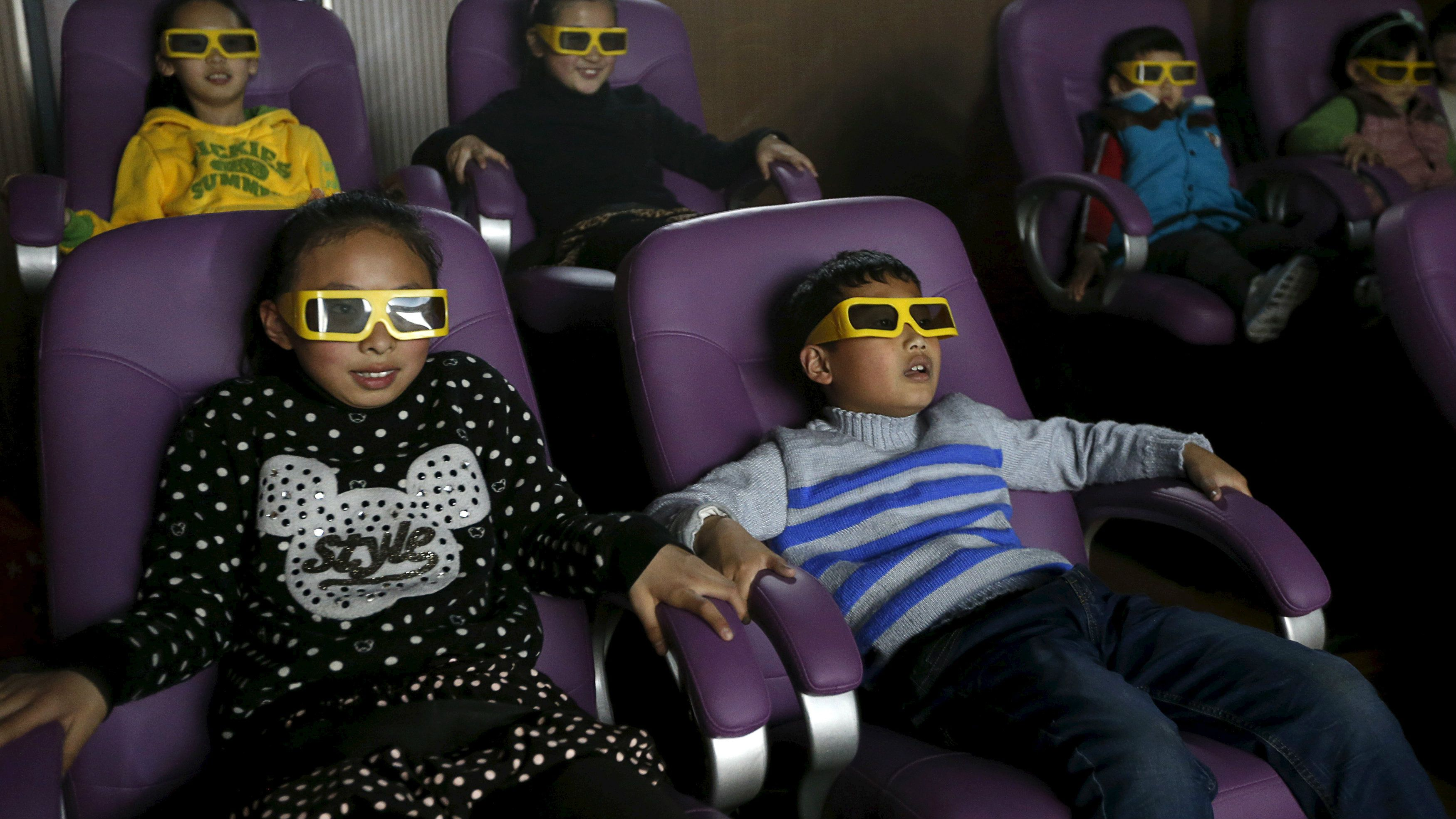 Kids in 3d glasses