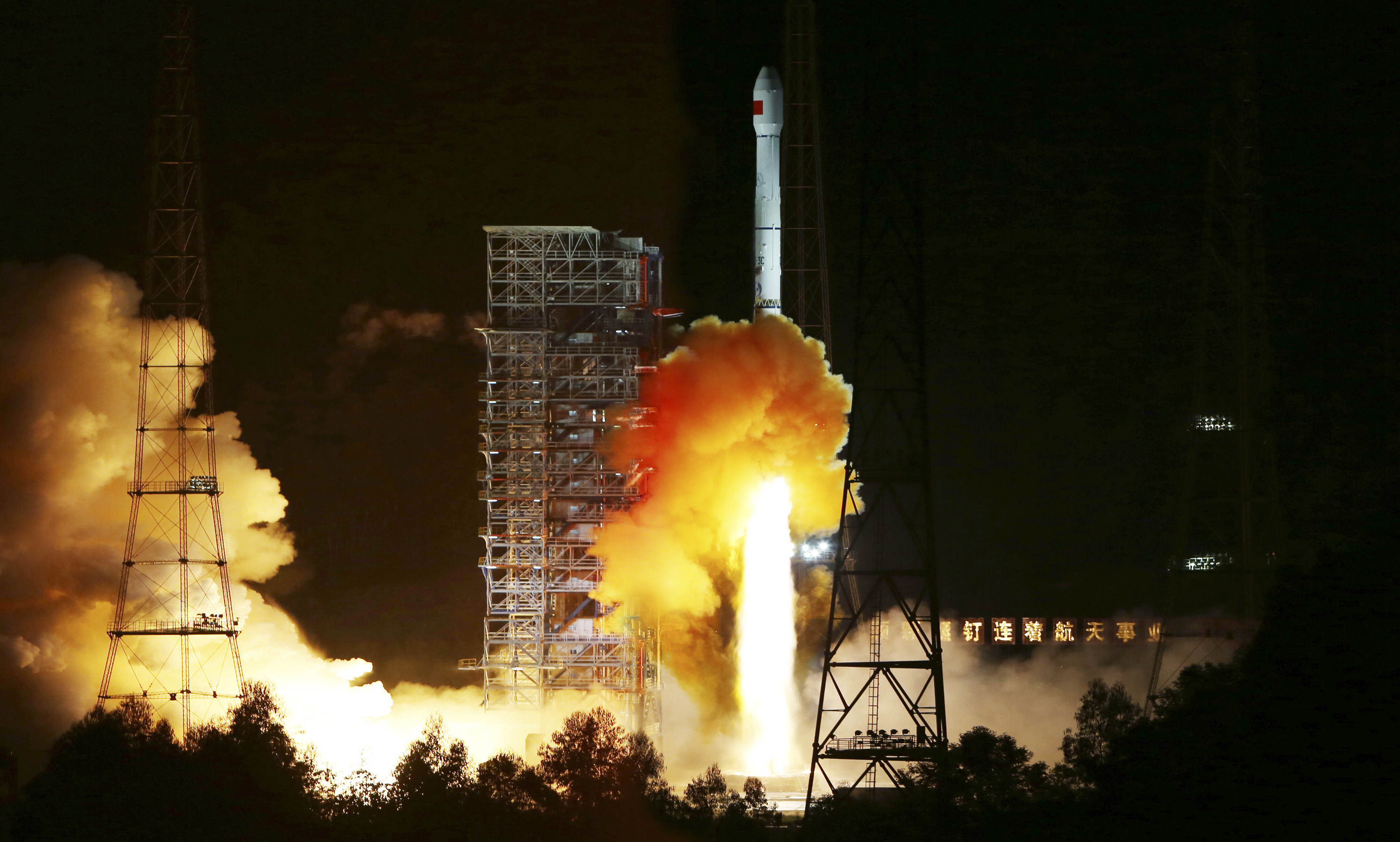Long March 3C, carrying an experimental spacecraft, lifts off from the launch pad at the Xichang Satellite Launch Center, Sichuan province, October 24, 2014. The experimental spacecraft launched early on Friday morning is part of a test in the hope of leading to future return missions to the moon, China's state media reported. REUTERS/Stringer (CHINA - Tags: ENVIRONMENT SCIENCE TECHNOLOGY TPX IMAGES OF THE DAY) CHINA OUT. NO COMMERCIAL OR EDITORIAL SALES IN CHINA - RTR4BEZX