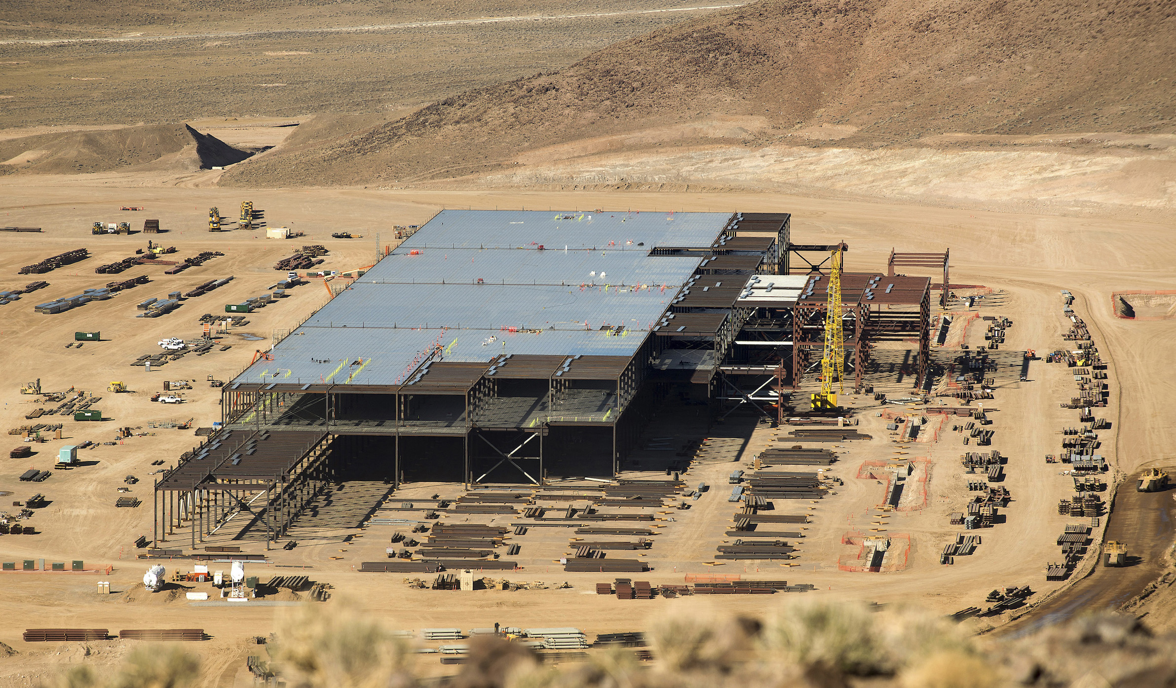 Construction of the Tesla Gigafactory outside Reno, Nevada is shown February 18, 2015. Once known primarily for its casinos and quickie divorces, the Reno area has made impressive strides in its attempt to transform itself into a technology hub in the high-desert of Nevada. In the last few years, it has attracted big Silicon Valley names, including Tesla, Apple and Amazon. But now a new challenge has arisen for Reno: managing its success. Even as the region celebrates its economic wins, it is struggling to cope with the additional demands that the new businesses -- and the new residents they draw -- will place on Reno?s infrastructure, schools, and city services. To match Insight USA-RENO/TECH  Picture taken February 18, 2015.    REUTERS/James Glover II  (UNITED STATES - Tags: TRANSPORT BUSINESS SOCIETY) - RTR4R9LW