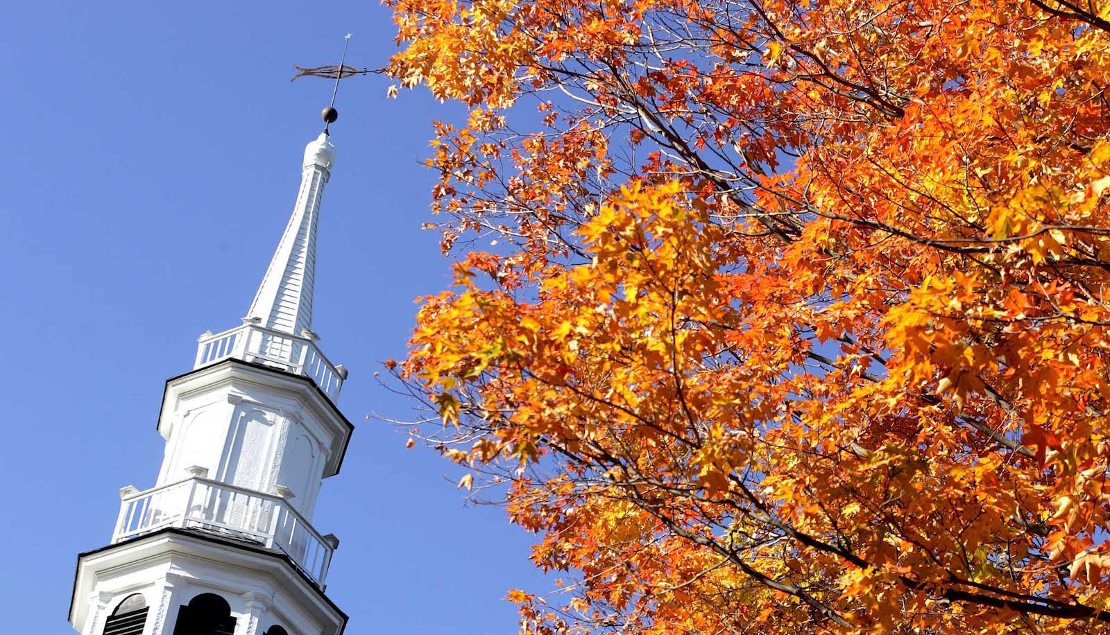 The steeple of The First Congregational Church is juxtaposed with fall colors in Sharon, Connecticut October 13, 2004. REUTERS/Jessica Rinaldi. NO RIGHTS CLEARANCES OR PERMISSIONS ARE REQUIRED FOR THIS IMAGE.  JR - RTRDBUN
