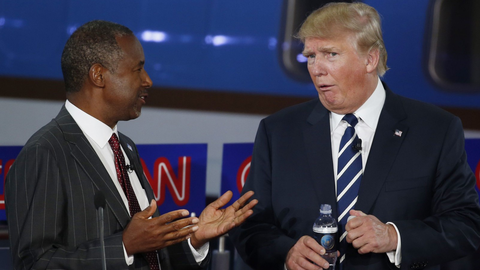 Republican U.S. presidential candidates Dr. Ben Carson (L) and businessman Donald Trump talk during a commercial break at the second official Republican presidential candidates debate of the 2016 U.S. presidential campaign at the Ronald Reagan Presidential Library in Simi Valley, California, United States, September 16, 2015. REUTERS/Lucy Nicholson - RTS1HUU