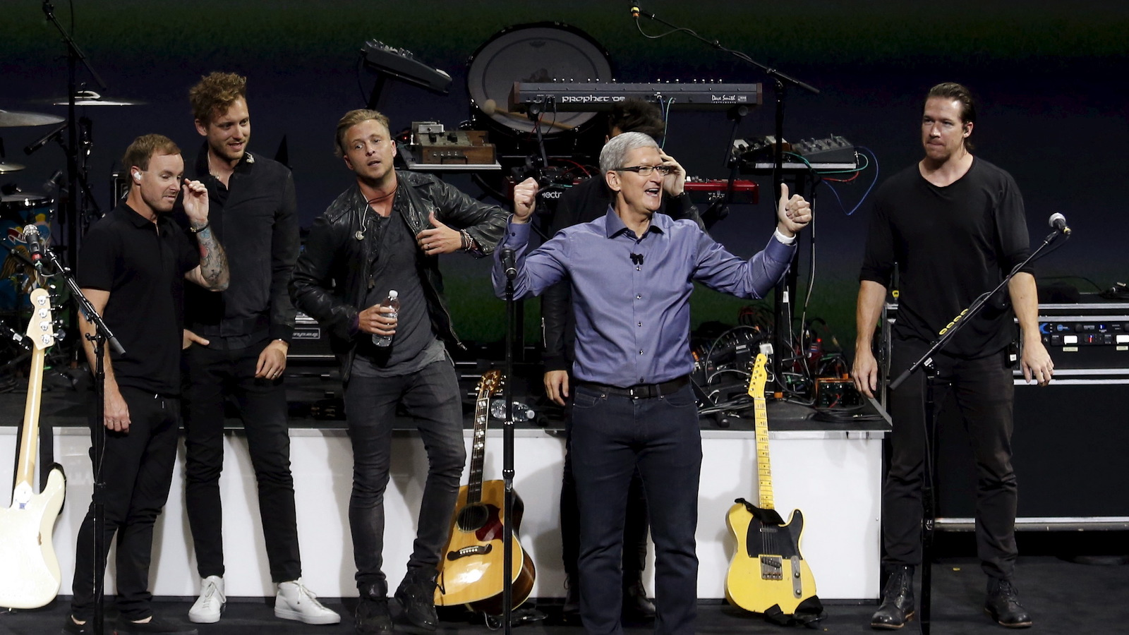 Apple Inc's CEO Tim Cook thanks the audience after One Republic performed at an Apple media event in San Francisco, California, September 9, 2015. Cook unveiled a new version of its Apple TV product with an app store and a voice-controlled remote control, part of a trio of announcements aimed at revamping its product line. REUTERS/Beck Diefenbach - RTSDK1