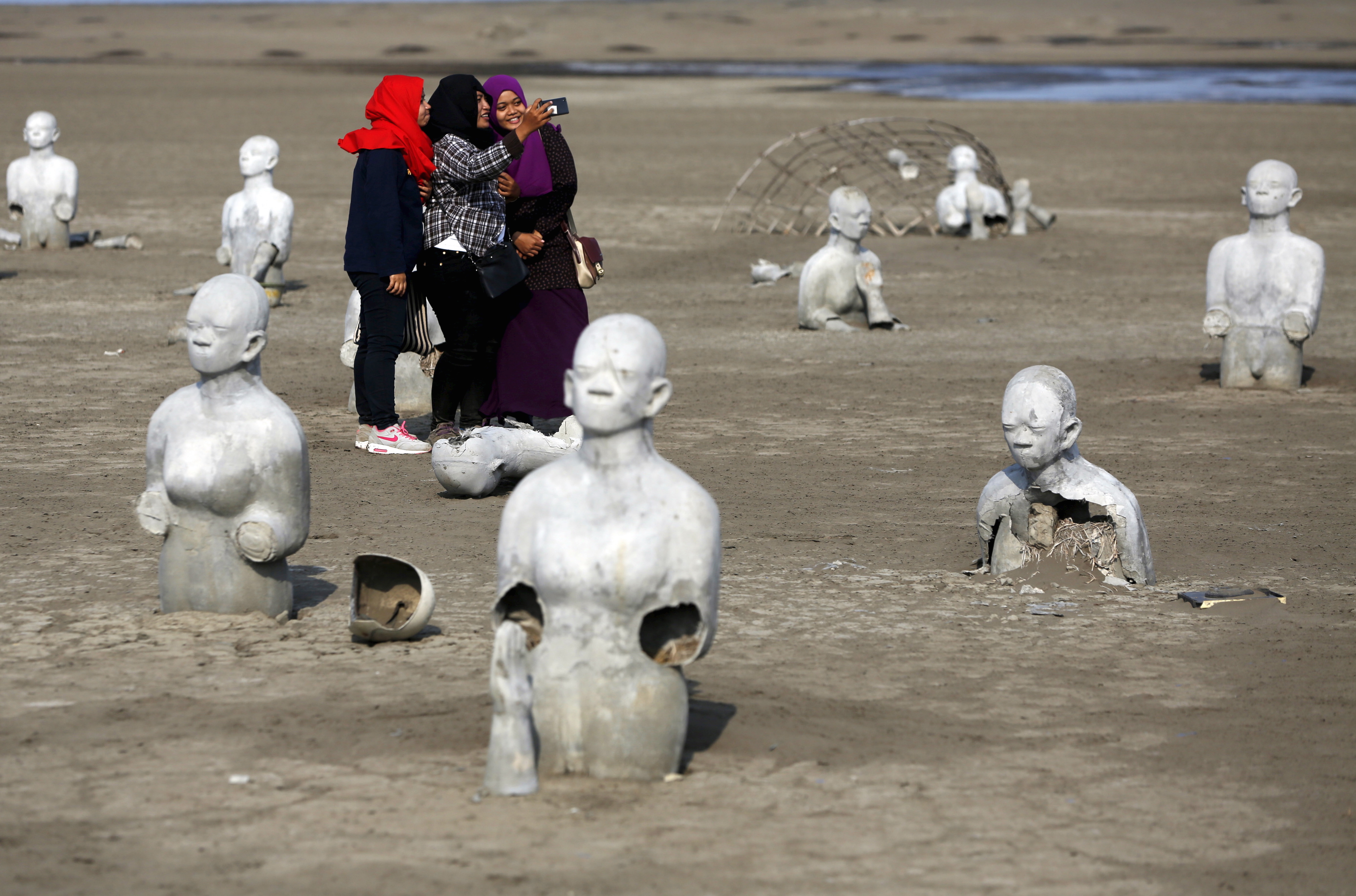 110 statues were made for the Sidoarjo site by Indonesian artist Dadang Krisianto.