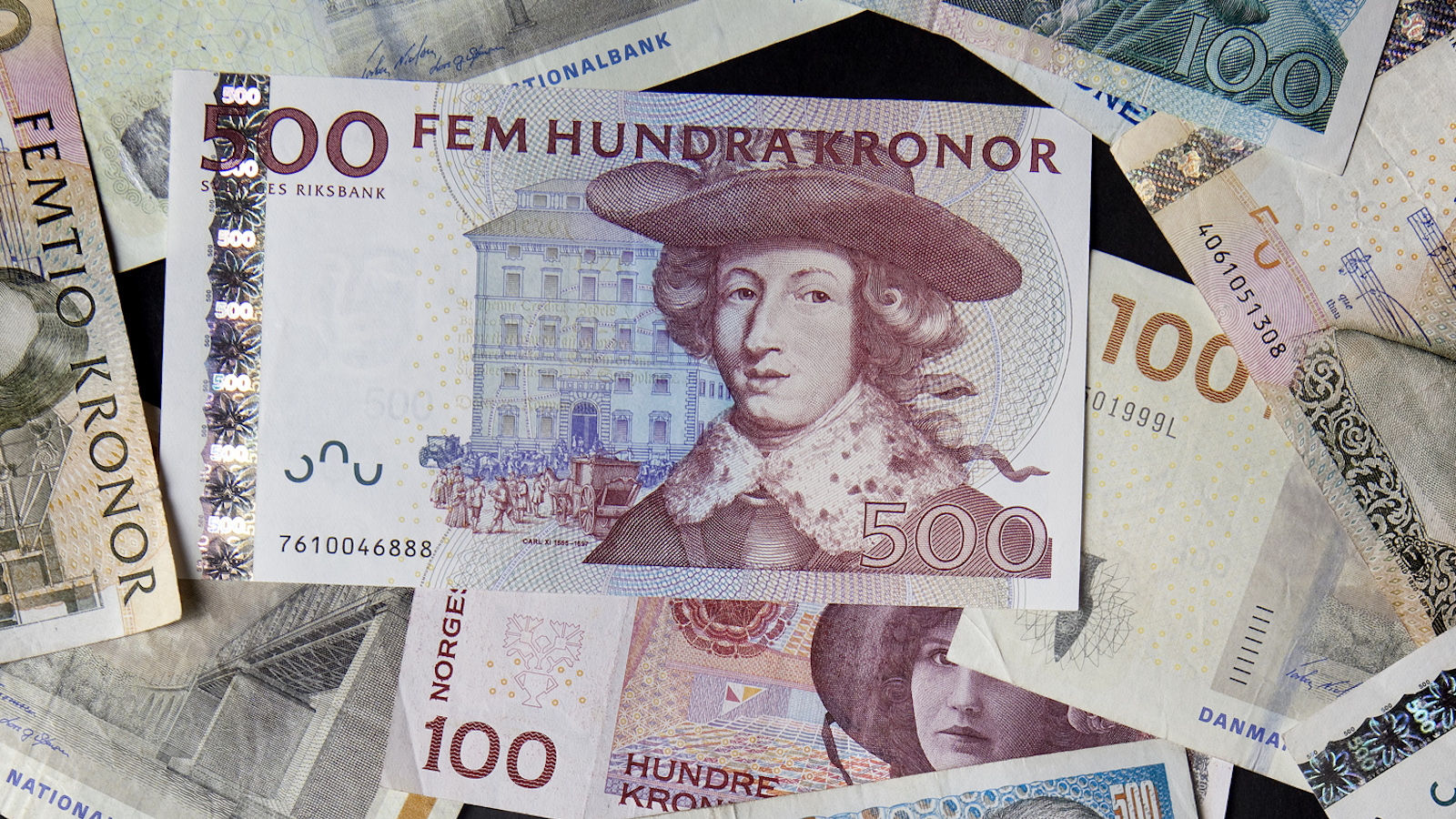 Swedish kronor, Norwegian kronor, and Danish kronor notes in various denominations are seen in this photo illustration taken in Stockholm February 2, 2011.  REUTERS/Bob Strong  (SWEDEN - Tags: BUSINESS) - RTXXF8F