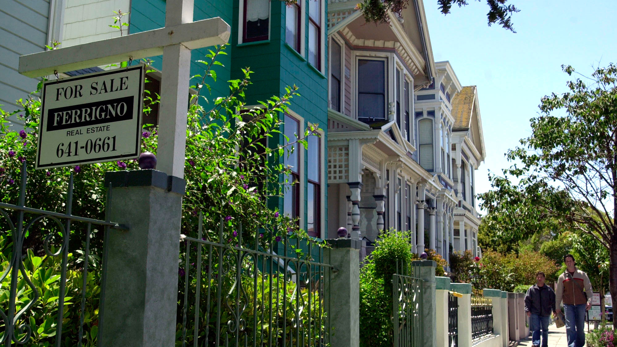 "A ""For Sale"" sign adorns the front yard of a Victorian-style home along Guerrero Street in San Francisco, Monday, June 24, 2002. California's housing market remained red hot in May as home prices in both the San Francisco Bay area and Southern California hit new highs, with a mid-priced home in the Bay Area selling at $413,000 and a mid-priced home in Southern California going at $264,000. (AP Photo/Julie Jacobson)"