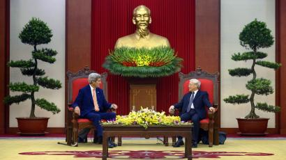 U.S. Secretary of State John Kerry (L) and Vietnam's General Secretary Nguyen Phu Trong talk before a meeting at the Vietnamese Communist Party Headquarters in Hanoi, Vietnam August 7, 2015.