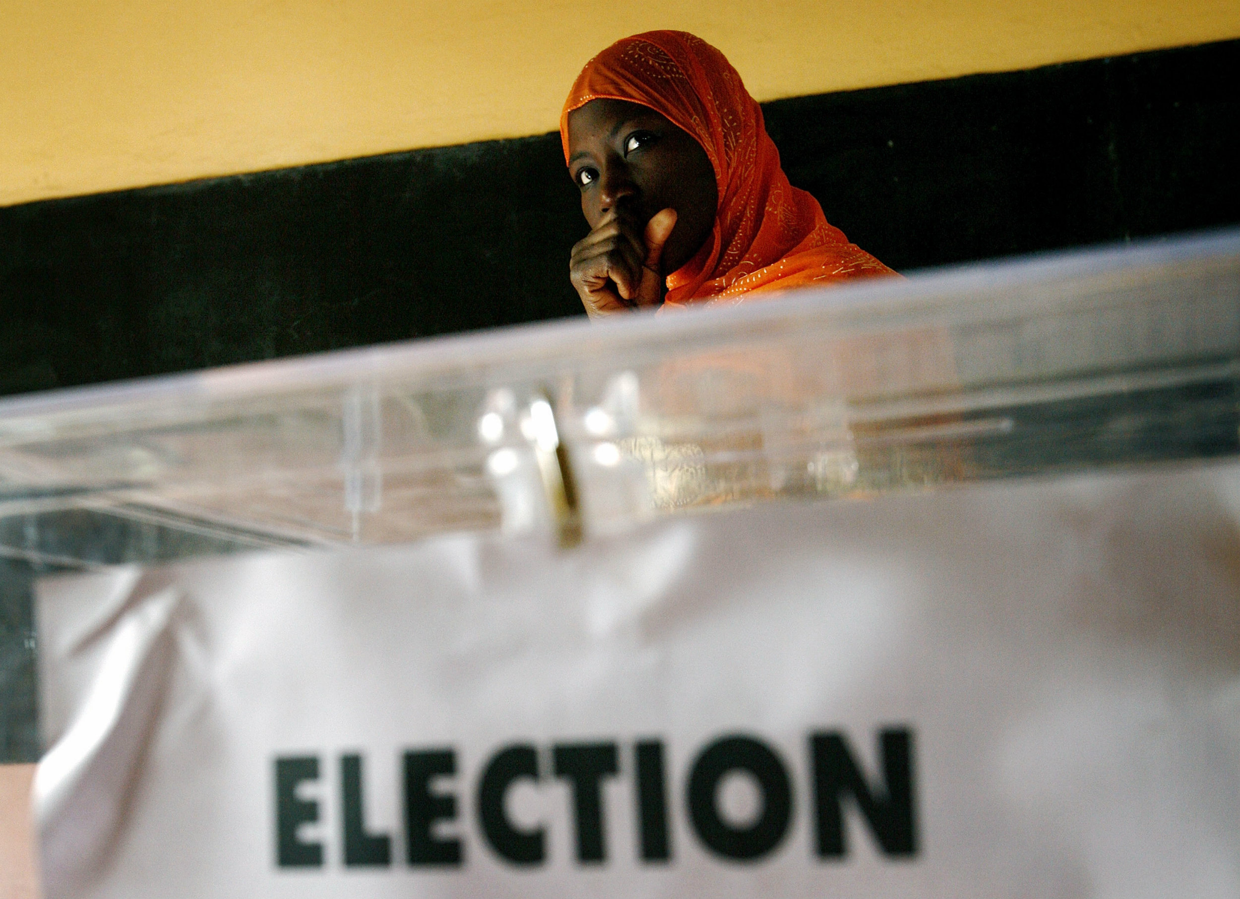 A Senegalese woman waits to cast her ballot at a voting station during presidential elections in the capital Dakar, February 25 2007. Senegalese began voting on Sunday in an election which President Abdoulaye Wade hopes will extend his rule for five more years in one of Africa's most stable democracies.