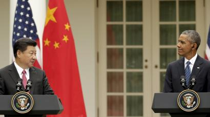 U.S. President Barack Obama and China's President Xi Jinping (L) hold a joint news conference in the Rose Garden of the White House in Washington September 25, 2015.