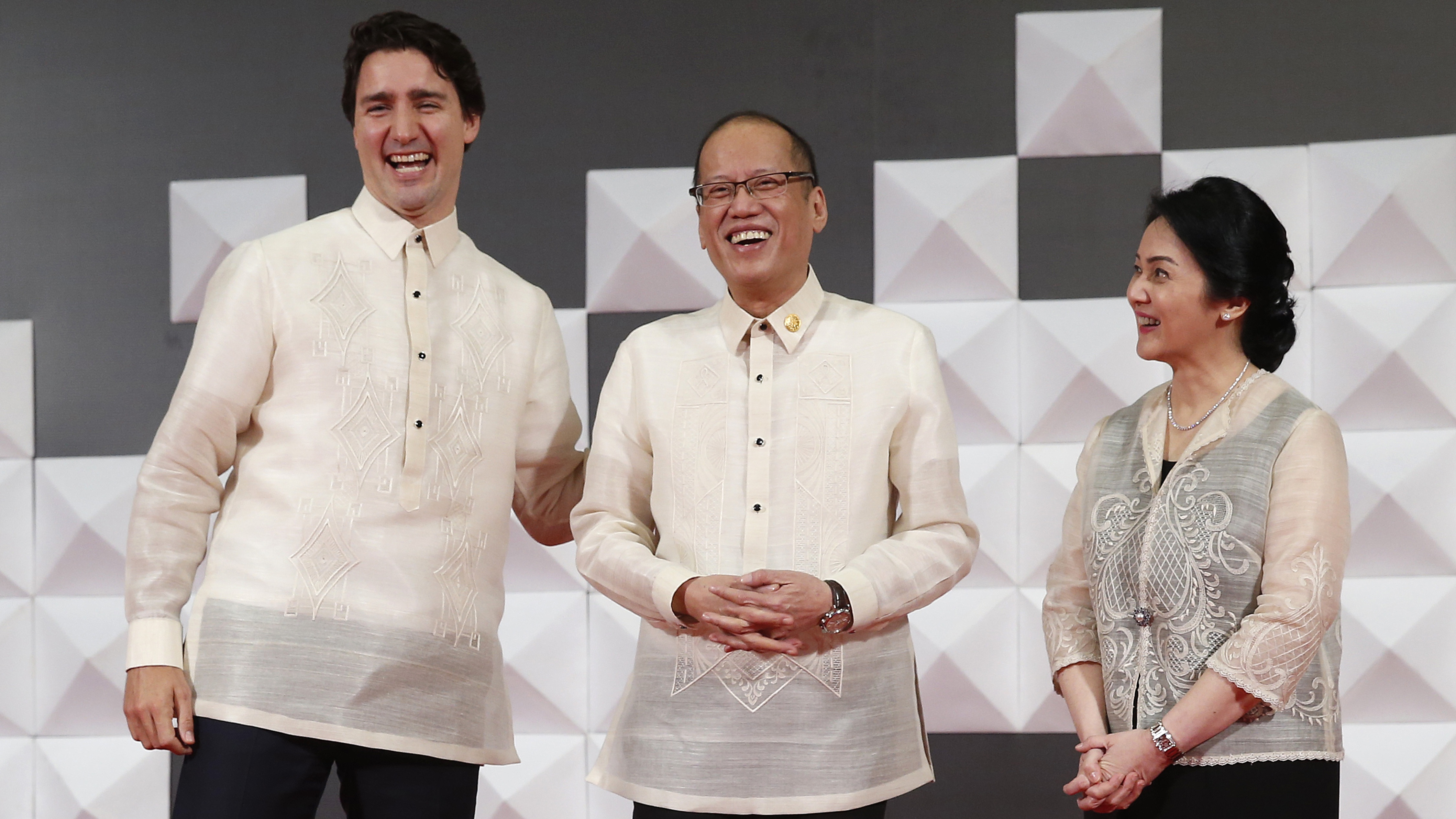 Canadian Prime Minister Justin Trudeau, left, shares a moment with Philippines President Benigno Aquino III and his sister Maria Elena Aquino-Cruz as they pose for a photograph at the welcoming dinner for the Asia-Pacific Economic Cooperation (APEC) summit in Manila, Philippines, Wednesday, Nov. 18, 2015. Leaders from 21 countries and self-governing territories are gathering in Manila for the Asia-Pacific Economic Cooperation summit. The meeting's official agenda is focused on trade, business and economic issues but terrorism, South China Sea disputes and climate change are also set to be in focus.