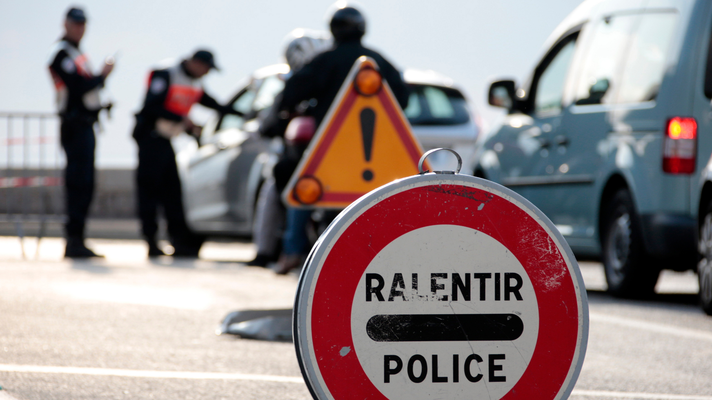 French police reactivate controls of vehicles and identity checks at the Franco-Italian border in Menton after a series of deadly attacks in Paris, France, November 14, 2015.