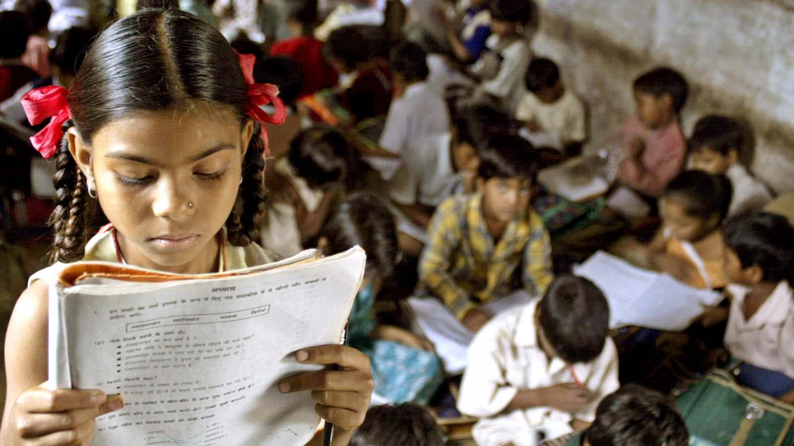 An Indian school girl reads her book inside her class at a government-run school in village Kurana on the outskirts of the Indian central city of Bhopal in this picture taken on August 24, 2004. Although India has some of the best engineering and medical schools in the world and also one of the largest pools of scientists, nearly 40 percent of Indians are still illiterate. Picture taken on August 24, 2004. TO ACCOMPANY FEATURE INDIA-EDUCATION REUTERS/Raj Patidar AH/CP