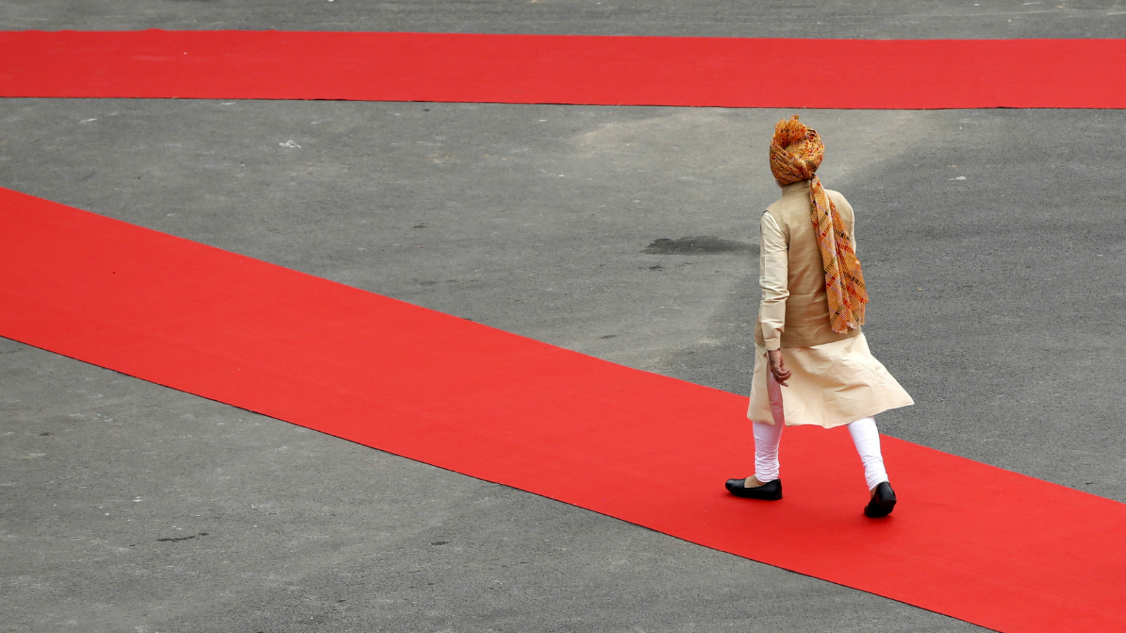 Indian prime minister Narendra Modi walks to inspect a guard of honour upon his arrival at the historic Red Fort during Independence Day celebrations in Delhi, India, August 15, 2015. Modi sought to shed an image that he governs for big business on Saturday, vowing to help the poor in an annual speech aimed at bolstering popularity rather than tackling setbacks to his economic reform plans.