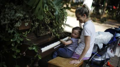 mom and child and piano