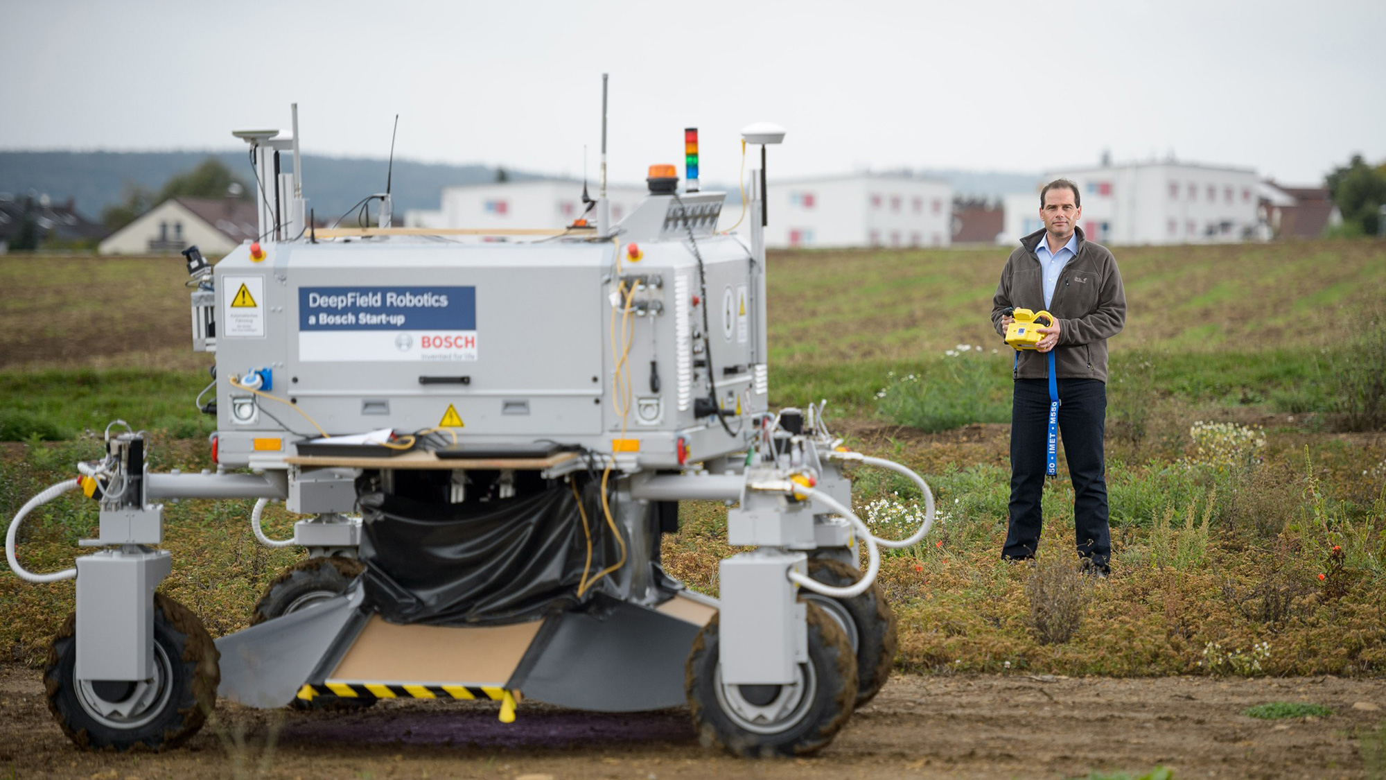 This robot kills weeds, and could end the need for herbicides on