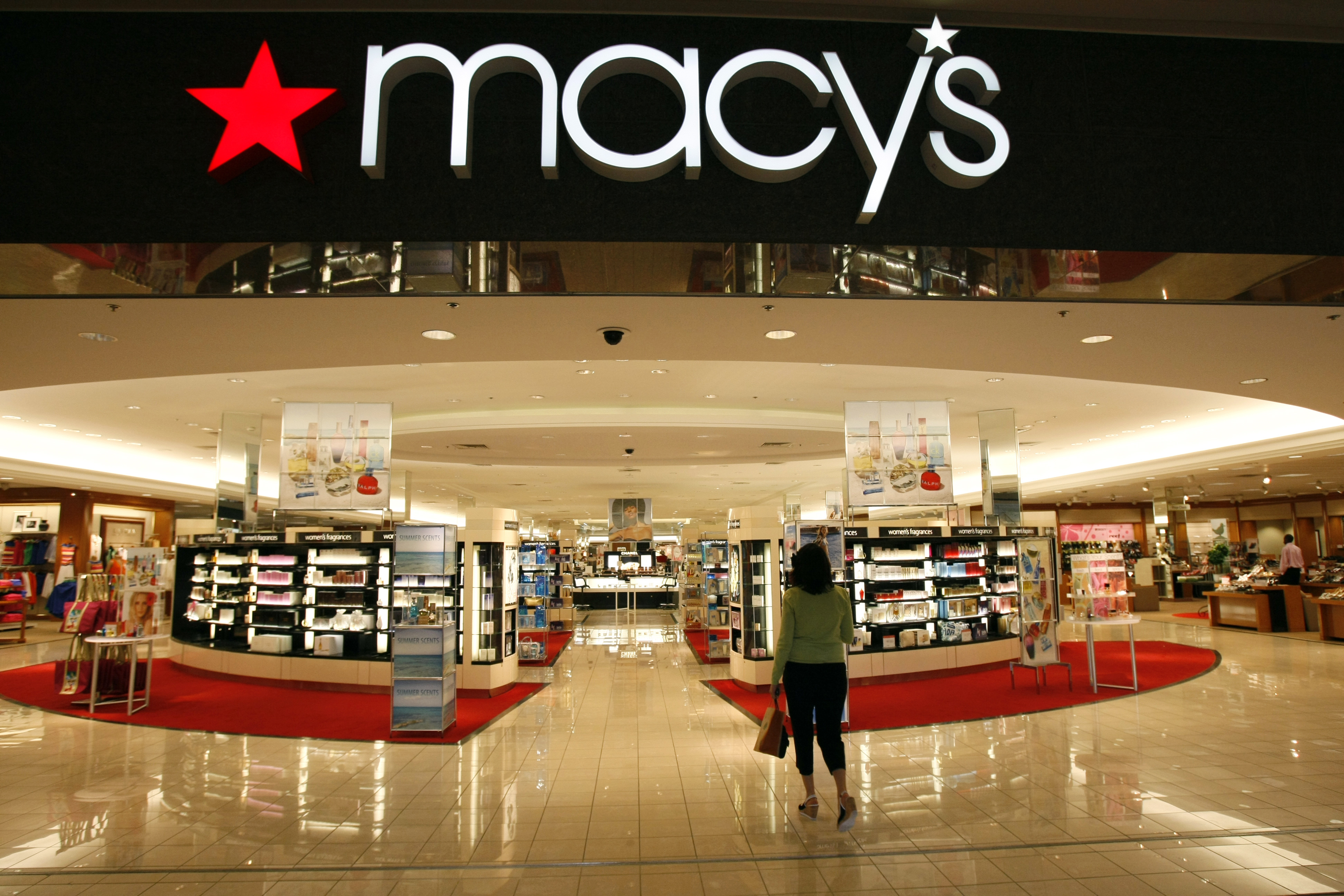 A woman shops at the Macy's store at a mall in a Denver suburb May 16, 2008.