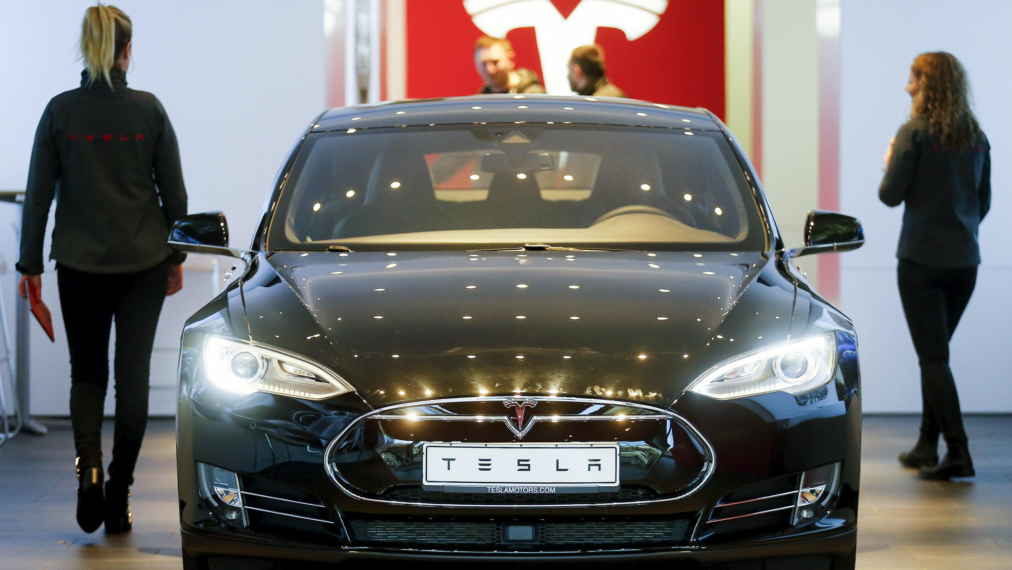 In Hong Kong S Luxury Car Market A Tesla Is Cheap Quartz
