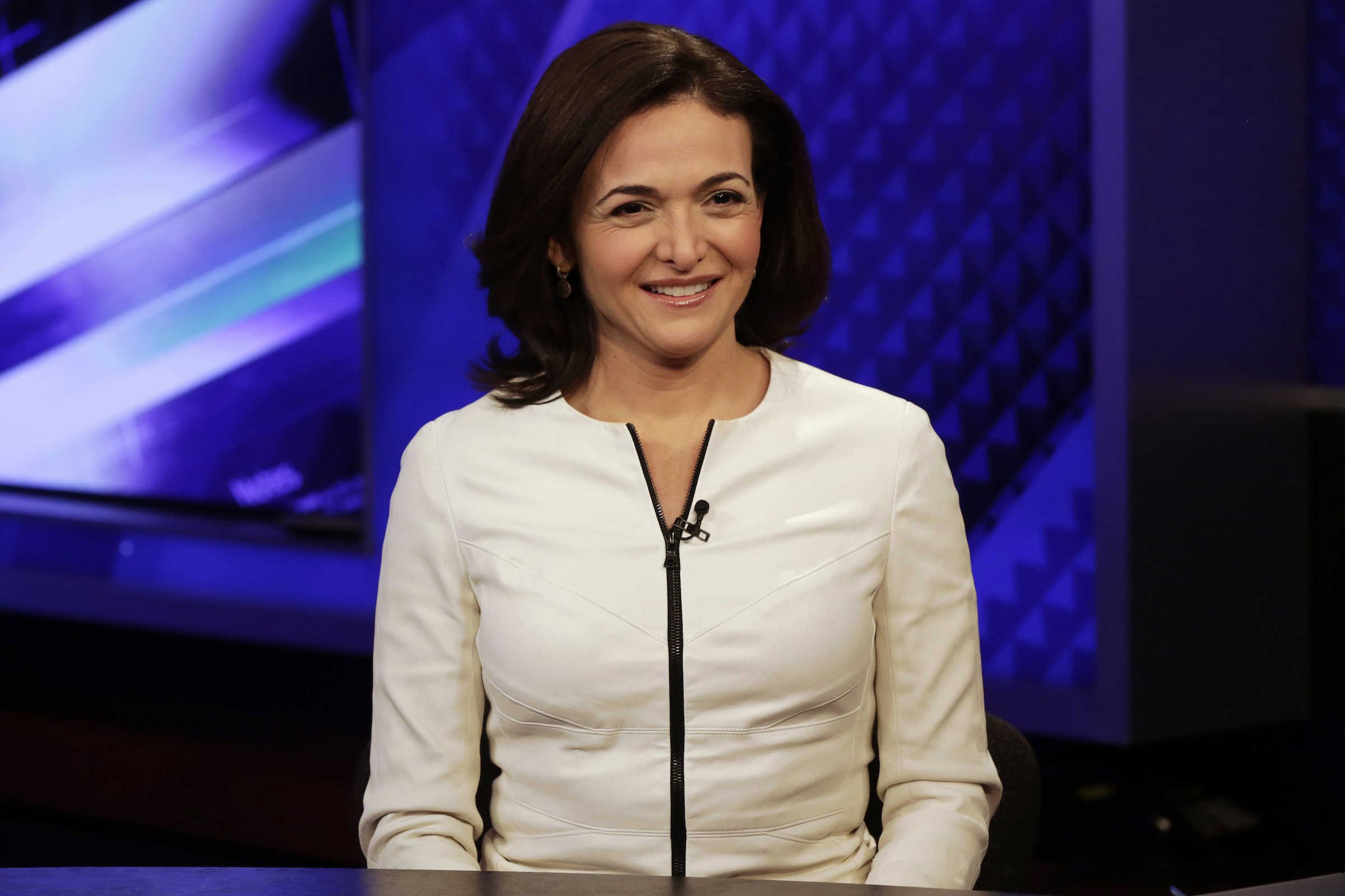 """Facebook COO Sheryl Sandberg is interviewed by Megyn Kelly, during a segment of her Fox News Channel """"The Kelly File,"""" program, in New York, Thursday, March 5, 2015. Sandberg has enlisted NBA stars LeBron James, Stephen Curry and some of the basketball league's other top players to convince more men to join the fight for women's rights at home and at work."""