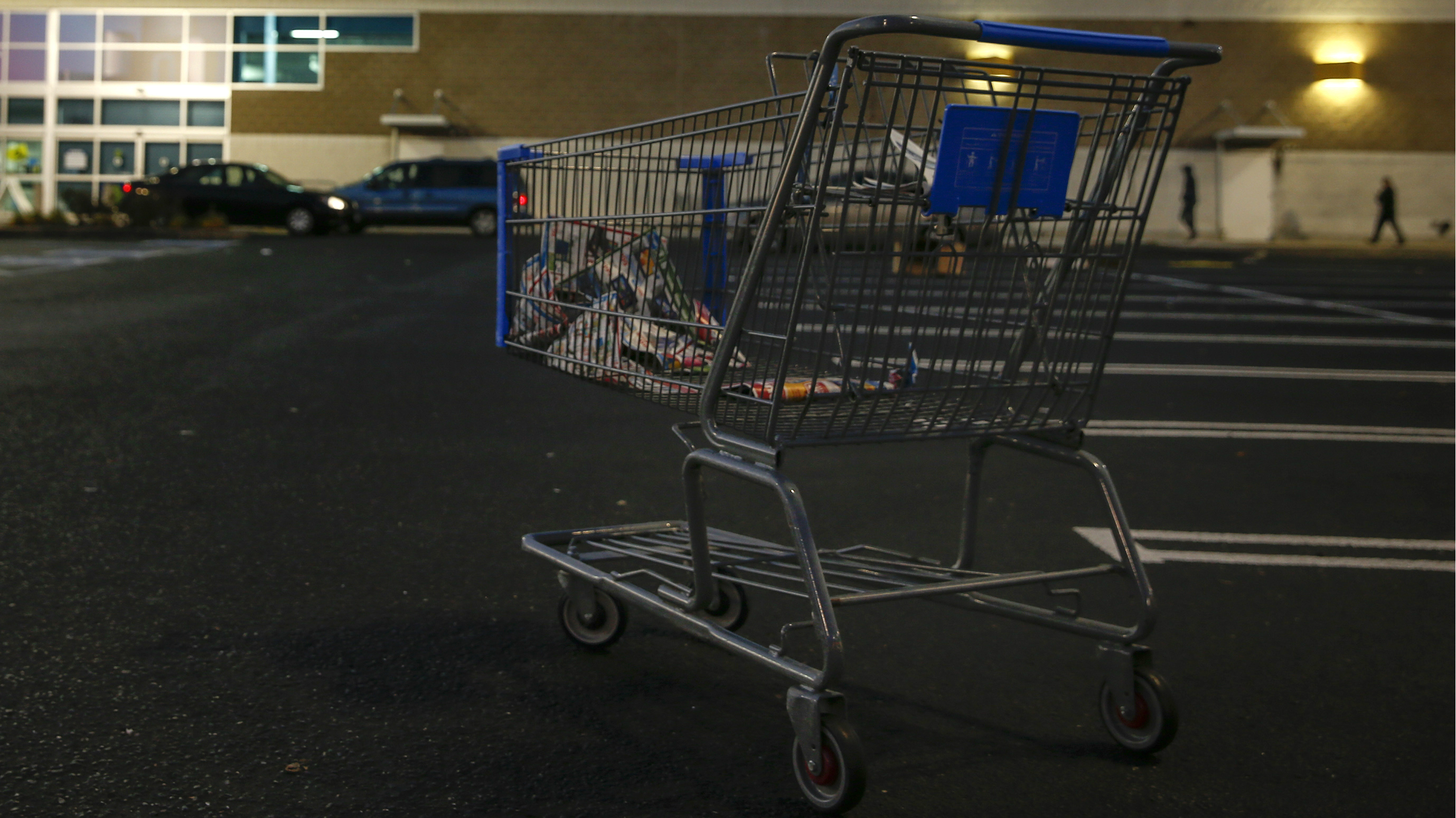 DATE IMPORTED:November 28, 2014An empty shopping cart is seen outside a Best Buy store in Westbury, New York November 28, 2014. The Best Buy re-opened at 8am after opening Thanksgiving evening at 5pm and closing at 10 pm ahead of many other Black Friday retailers. REUTERS/Shannon Stapleton