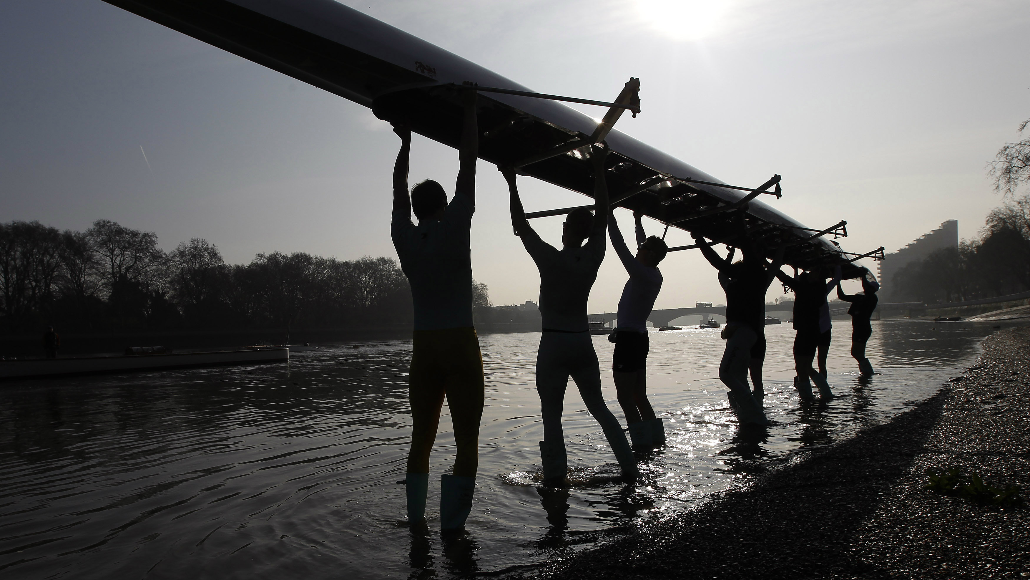 The Cambridge University rowing crew prepare for a training session on the River Thames in west London March 24, 2011. The rowing crews from Oxford and Cambridge will compete in the 152nd Boat Race, between the two universities on Saturday. REUTERS/Stefan Wermuth