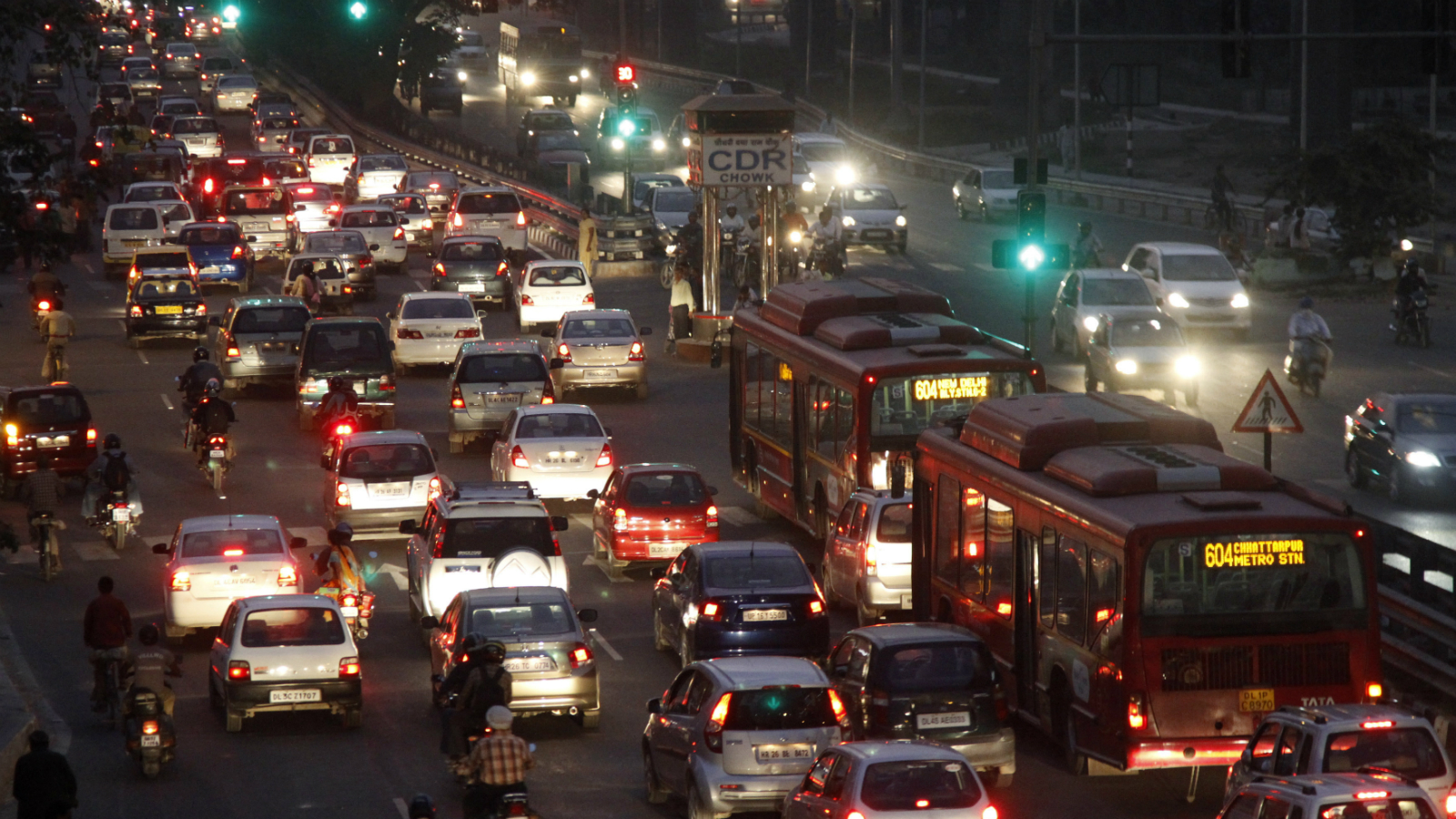 Traffic moves along a busy road in New Delhi November 9, 2011. Car sales in India fell 23.8 percent in October, the biggest percentage drop since December 2000, an industry body said on Wednesday, on higher interest rates and vehicle costs and labour unrest at the country's dominant carmaker, where sales fell by half. REUTERS/B Mathur (INDIA - Tags: TRANSPORT BUSINESS)