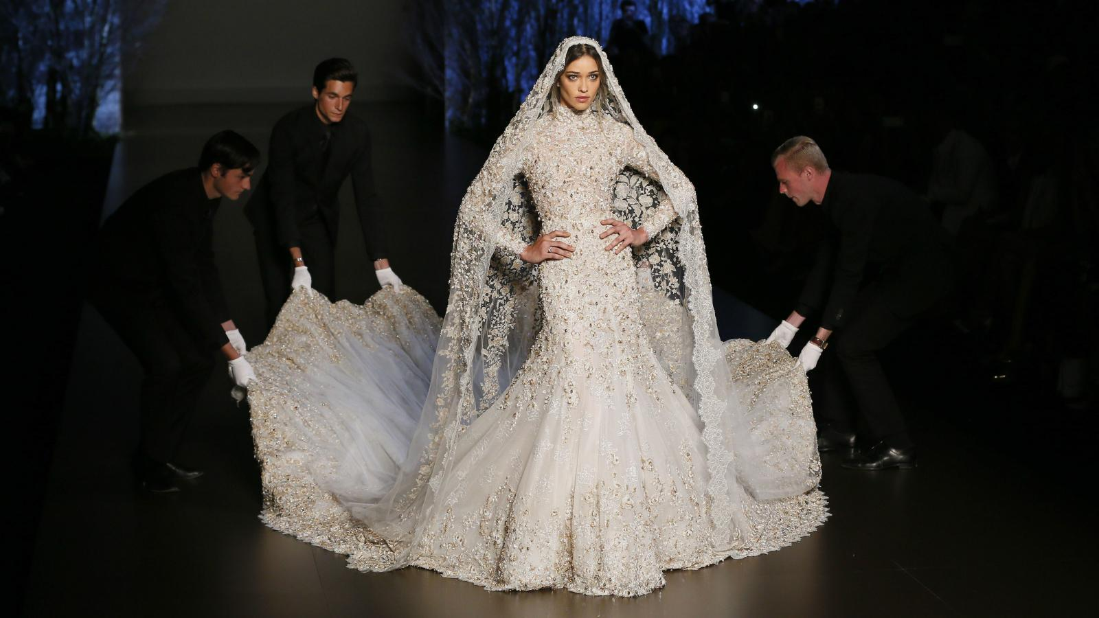 Women Have Discovered A Smart Way To Save A Fortune On Wedding Dress