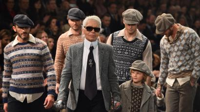 German designer Karl Lagerfeld (C) walks the runway at the end of the 12th Chanel Metiers dArt show 'Paris-Rome', an annual event to honor craftsmanship that artisan partners bring to the houses collections, on December 1, 2015 at the Cinecitta studios in Rome.