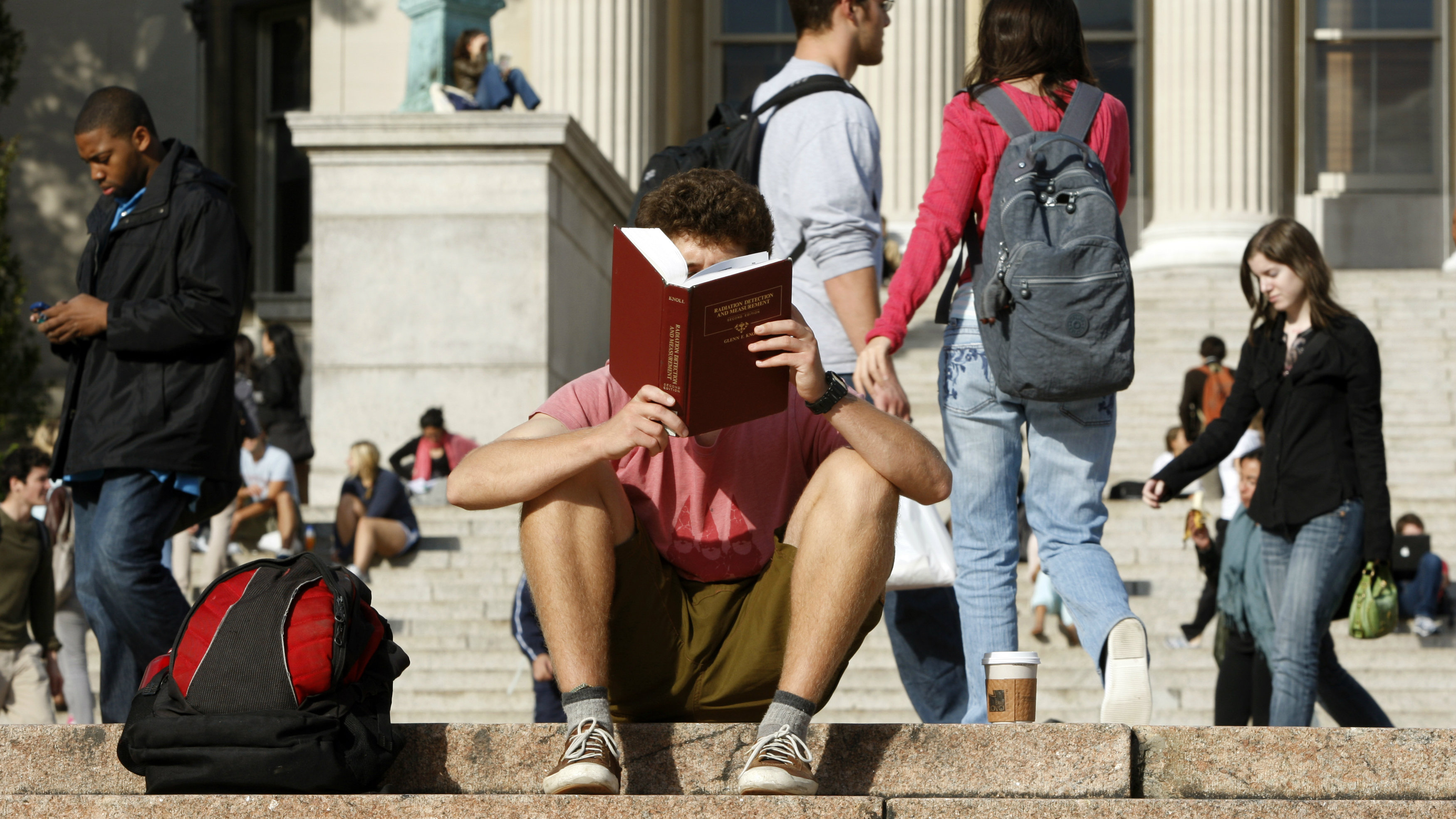 A student reads on the campus of Columbia University in New York, October 5, 2009. REUTERS/Mike Segar