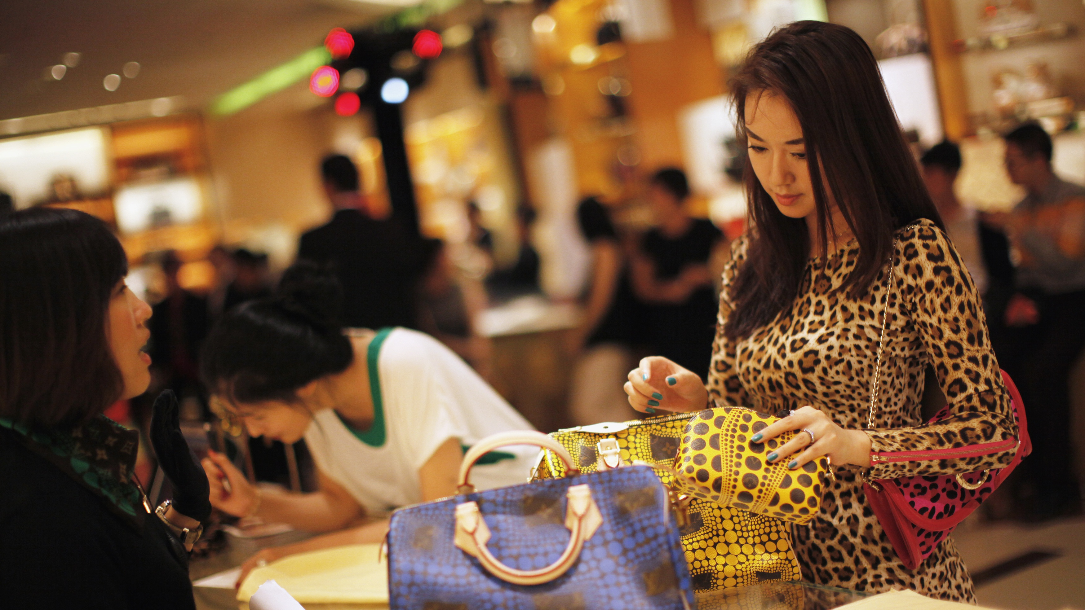 china wants its people to buy more western goods�in china