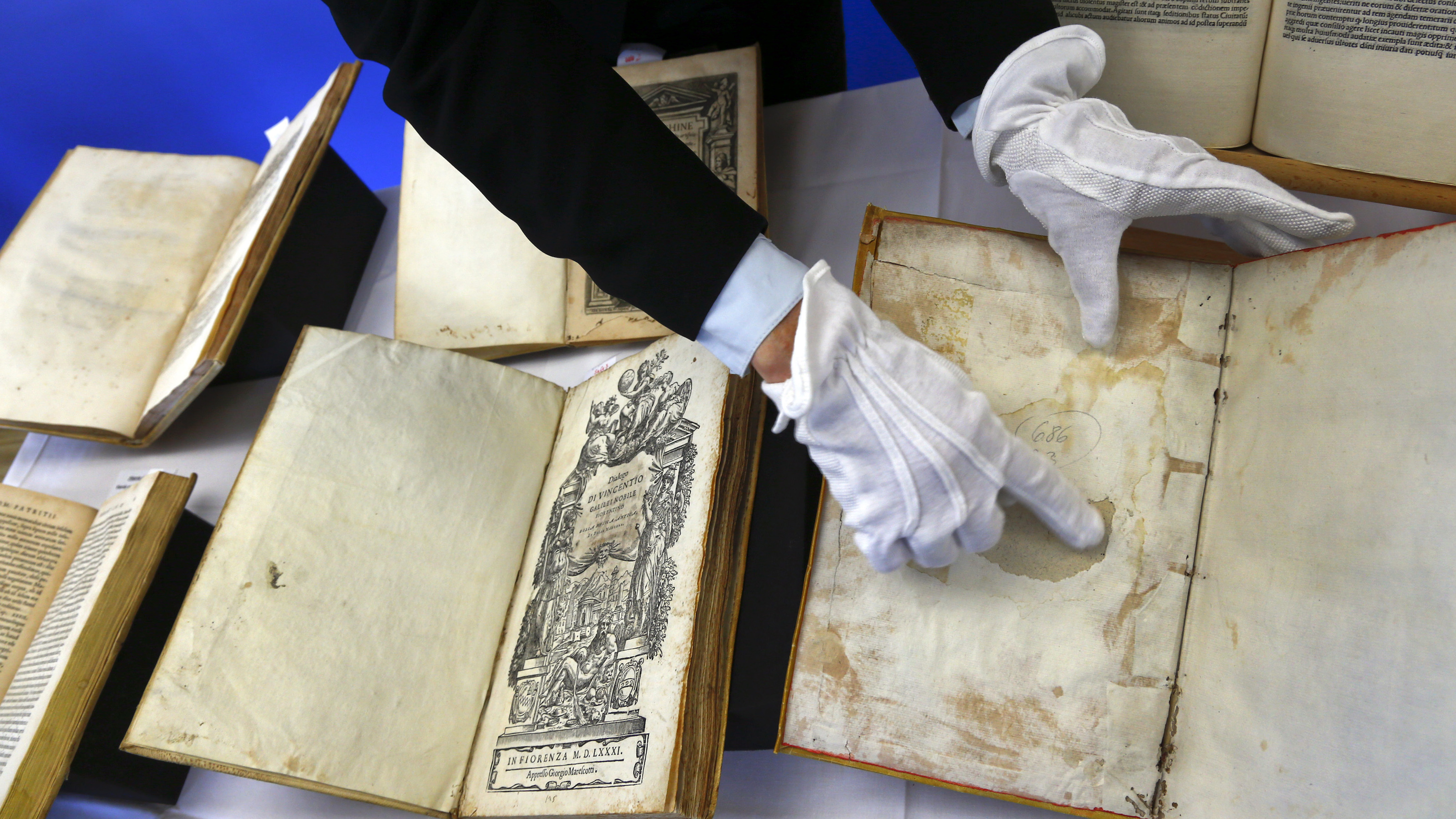 Some of over 500 ancient books, with original editions of Galileo Galilei and Nicolaus Copernicus among them, is presented by German police during a news conference at the Munich Federal state police headquarters, February 13, 2015. The books, mostly from the 16th and 17th centuries, were seized at a Munich auction house in May 2012 and will be returned to Italy, where they were stolen from libraries in 2011-2012.     REUTERS/Michael Dalder (GERMANY  - Tags: CRIME LAW ENTERTAINMENT SOCIETY)   - RTR4PFKQ