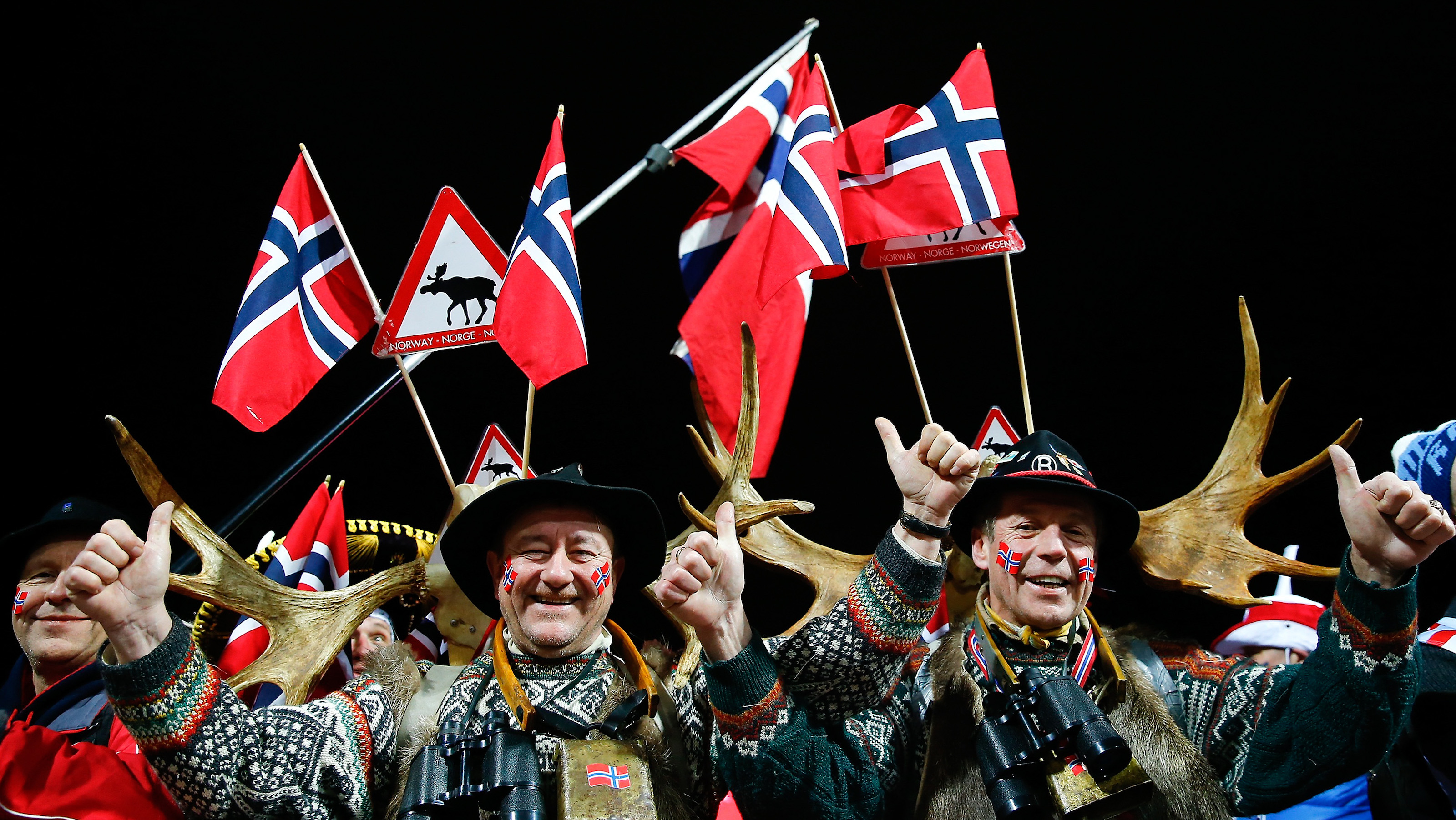Norwegian supporters celebrate after the men's large hill team ski jumping final at the Nordic World Ski Championships in Falun February 28, 2015. Norway's Anders Bardal, Anders Jacobsen, Anders Fannemel and Rune Velta won the event ahead of Austria's Stefan Kraft, Michael Hayboeck, Manuel Poppinger and Gregor Schlierenzauer on second place and Poland's Piotr Zyla, Klemens Muranka, Jan Ziobro and Kamil Stoch on third place.                               REUTERS/Kai Pfaffenbach (SWEDEN  - Tags: SPORT SKIING)   - RTR4RKM8