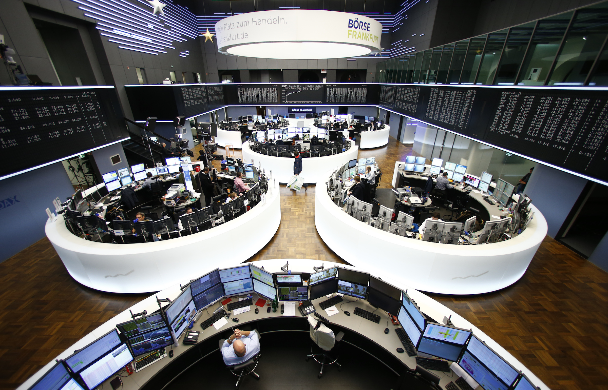A general view of the trading floor of Frankfurt stock exchange in Frankfurt,, Germany, December 17, 2015. European shares surged on Thursday as investors took the U.S. Federal Reserve's interest rate rise and the prospect of further tightening as a sign of confidence in the world's biggest economy.