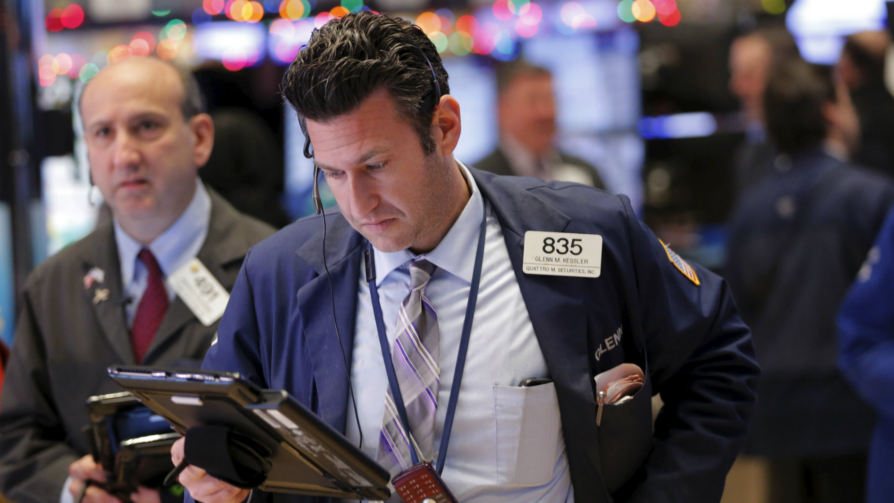 A trader works on the floor of the New York Stock Exchange (NYSE) shortly after the opening bell in New York December 21, 2015. REUTERS/Lucas Jackson