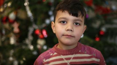syrian boy with christmas tree