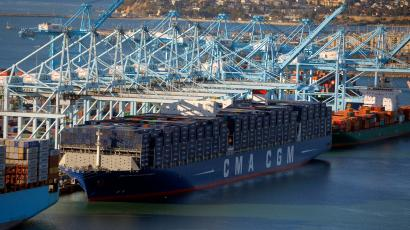 Largest Cargo Ship >> The Largest Cargo Ship To Ever Land In The Us Is Just Too Big For