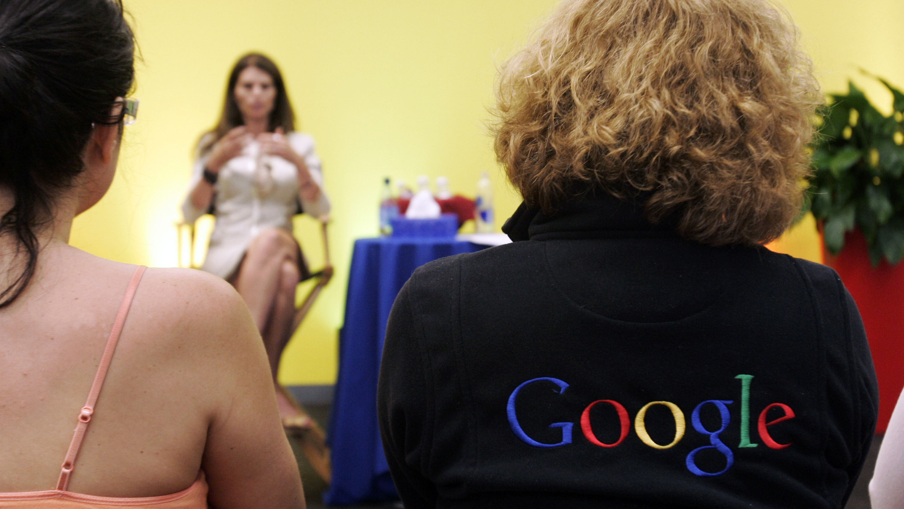 California First Lady Maria Shriver, center, gestures as she talks to a crowd of Google workers at Google headquarters in Mountain View, Calif., Tuesday, May 15, 2007. Shriver was part of the Women@Google Speaker Series that features female leaders. (AP Photo/Paul Sakuma)