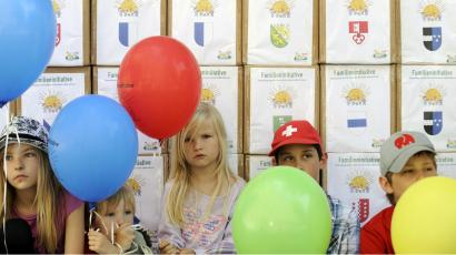 frowning children with balloons