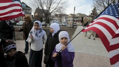 muslim american children with flags