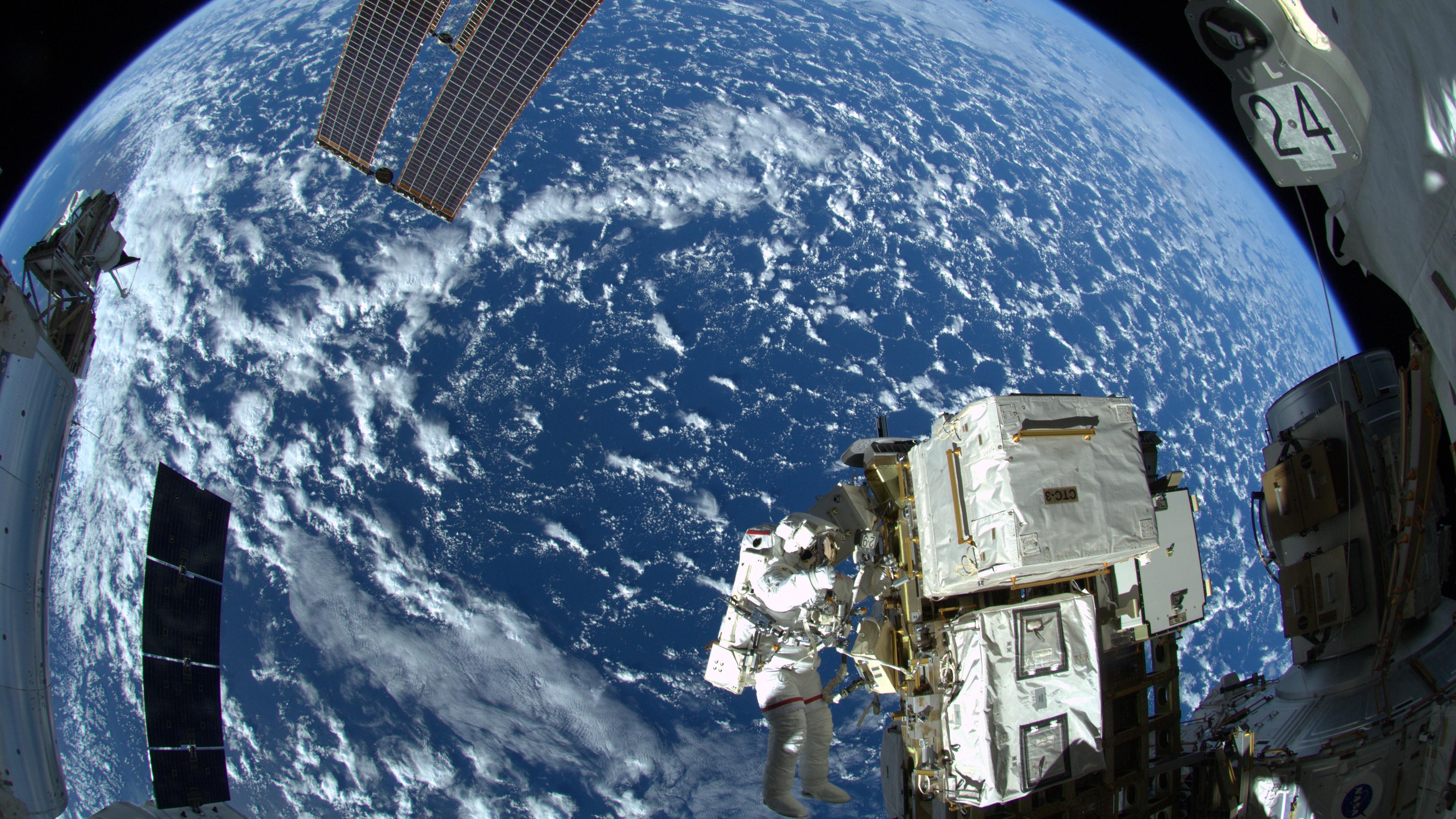 nasa esa spacewalk