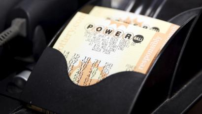 How To Watch The 1 5 Billion Powerball Drawing Live Tonight Quartz