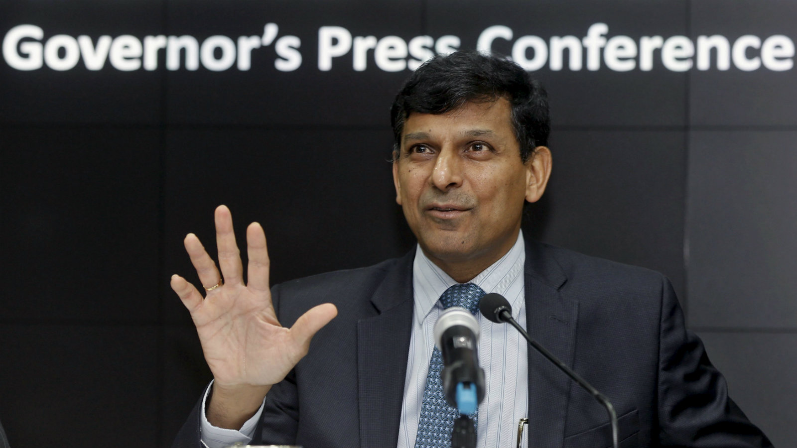 Reserve Bank of India (RBI) Governor Raghuram Rajan speaks during a news conference in Mumbai, India, December 1, 2015.