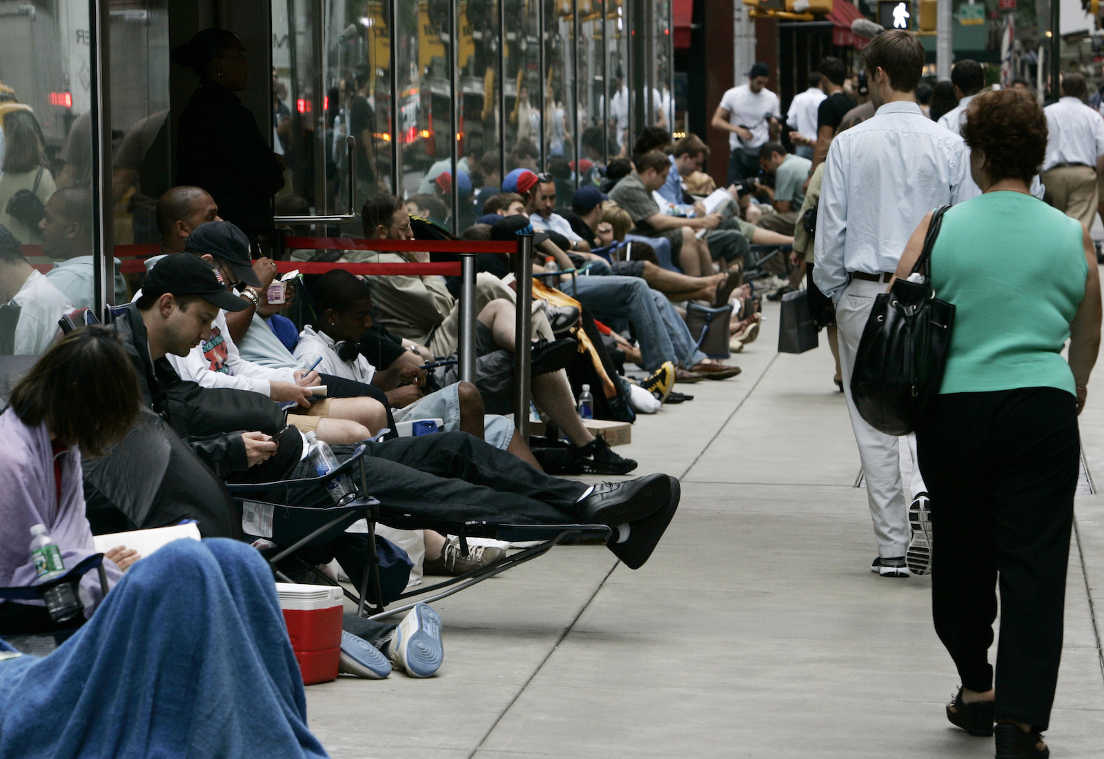 People line a sidewalk as they wait to buy the Apple iPhone near the Apple store on New York's 5th Avenue June 29, 2007. Hundreds lined up Friday outside the Apple store hours before the iPhone, a combination widescreen iPod, cellphone and pocket Internet device, went on sale at Apple's 164 stores and nearly 1,800 AT&T stores.