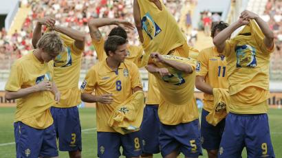 Sweden's players remove their Fair Play t-shirts