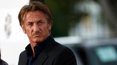 "Actor Sean Penn attends the premiere of ""A Million Ways to Die in the West"" in Los Angeles, California May 15, 2014. The movie opens in the U.S. on May 30. REUTERS/Mario Anzuoni (UNITED STATES - Tags: ENTERTAINMENT) -"