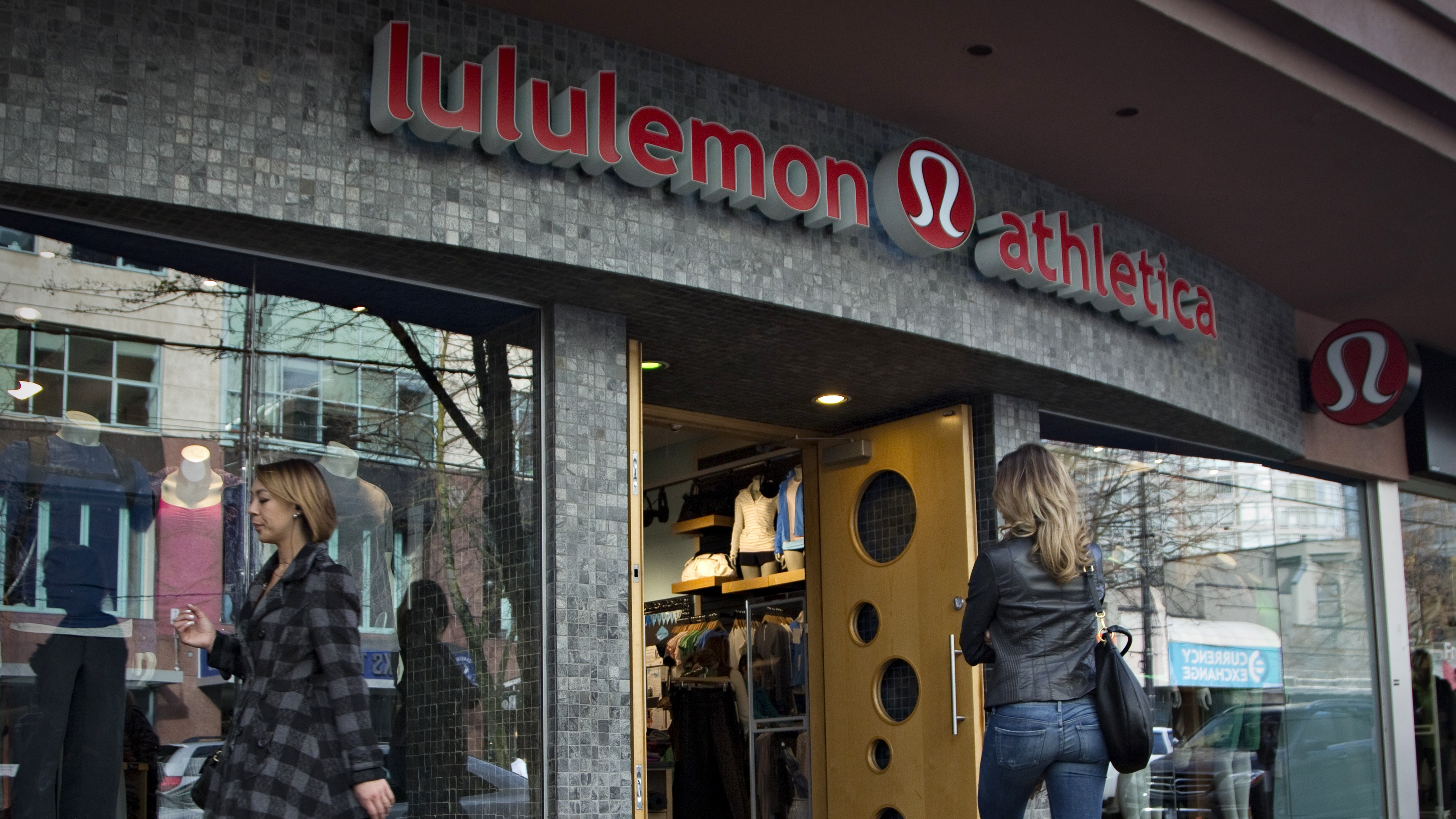 A customer enters the Lululemon store in downtown Vancouver, British Columbia November 8, 2013.